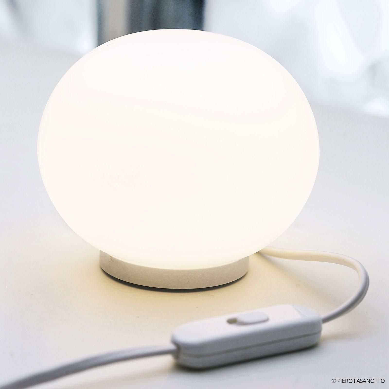 FLOS Mini Glo-Ball T – guľová stolná lampa_3510070_1