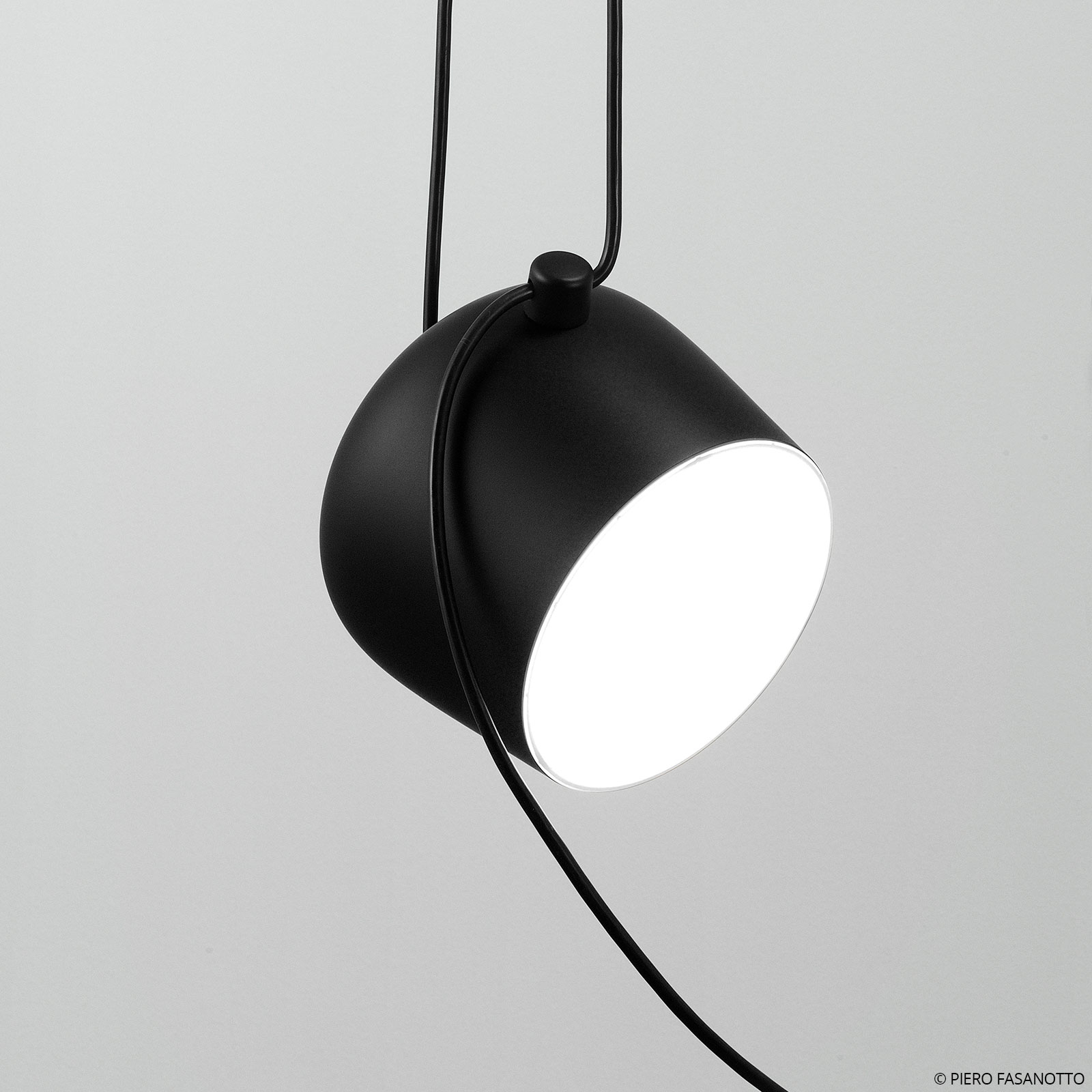 FLOS Aim Small LED-Hängeleuchte, schwarz