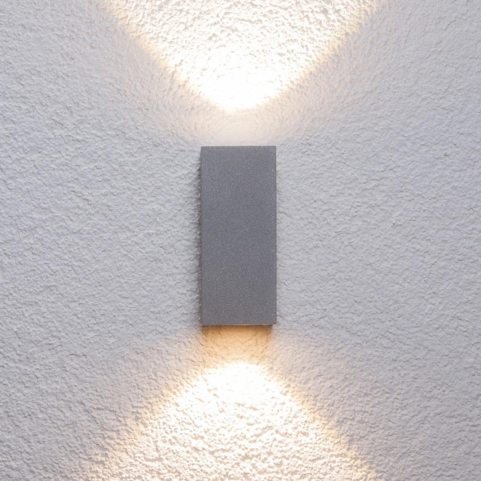Sølvfarvet udendørs væglampe Tavi m. Bridgelux LED
