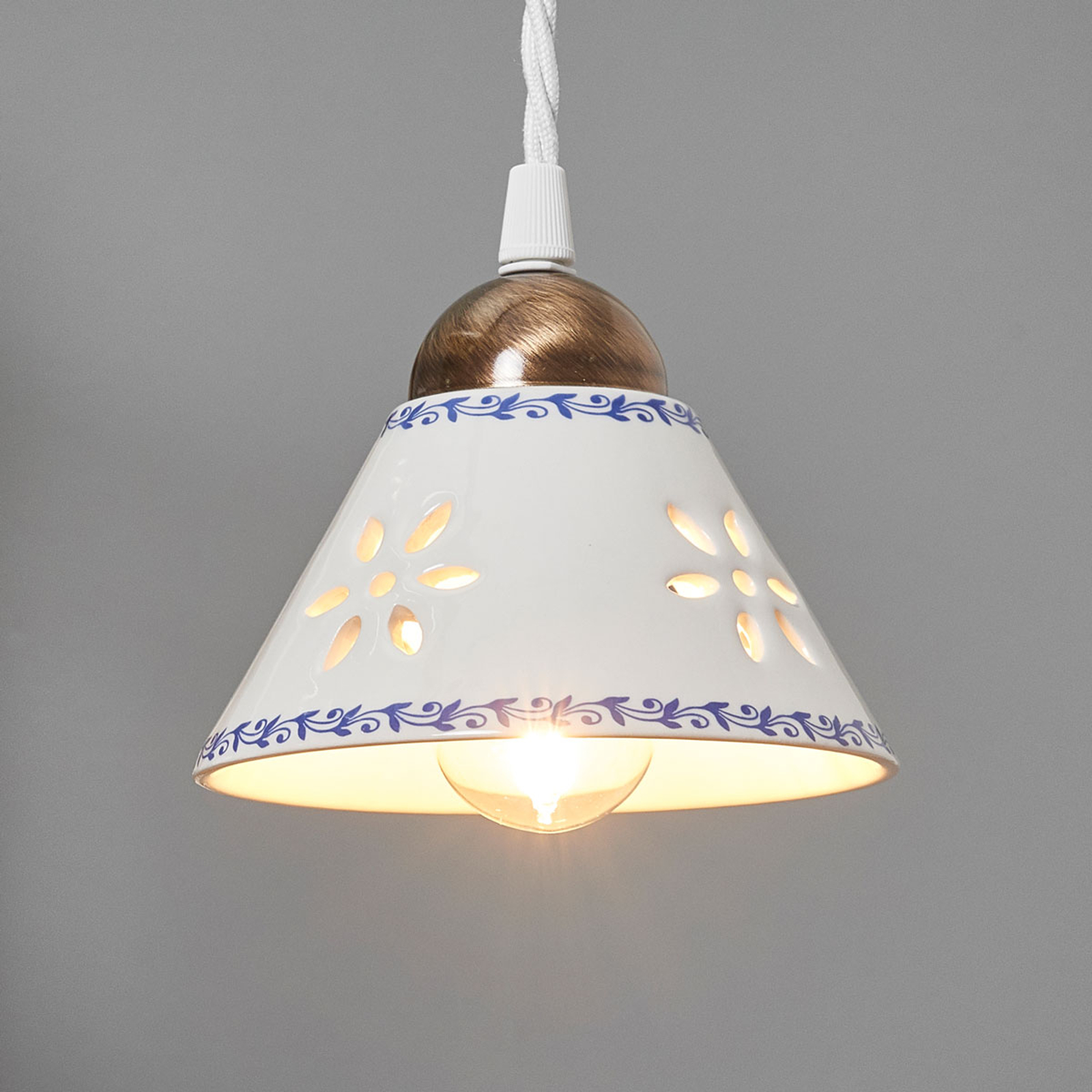 Závěsné světlo NONNA z bílé keramiky