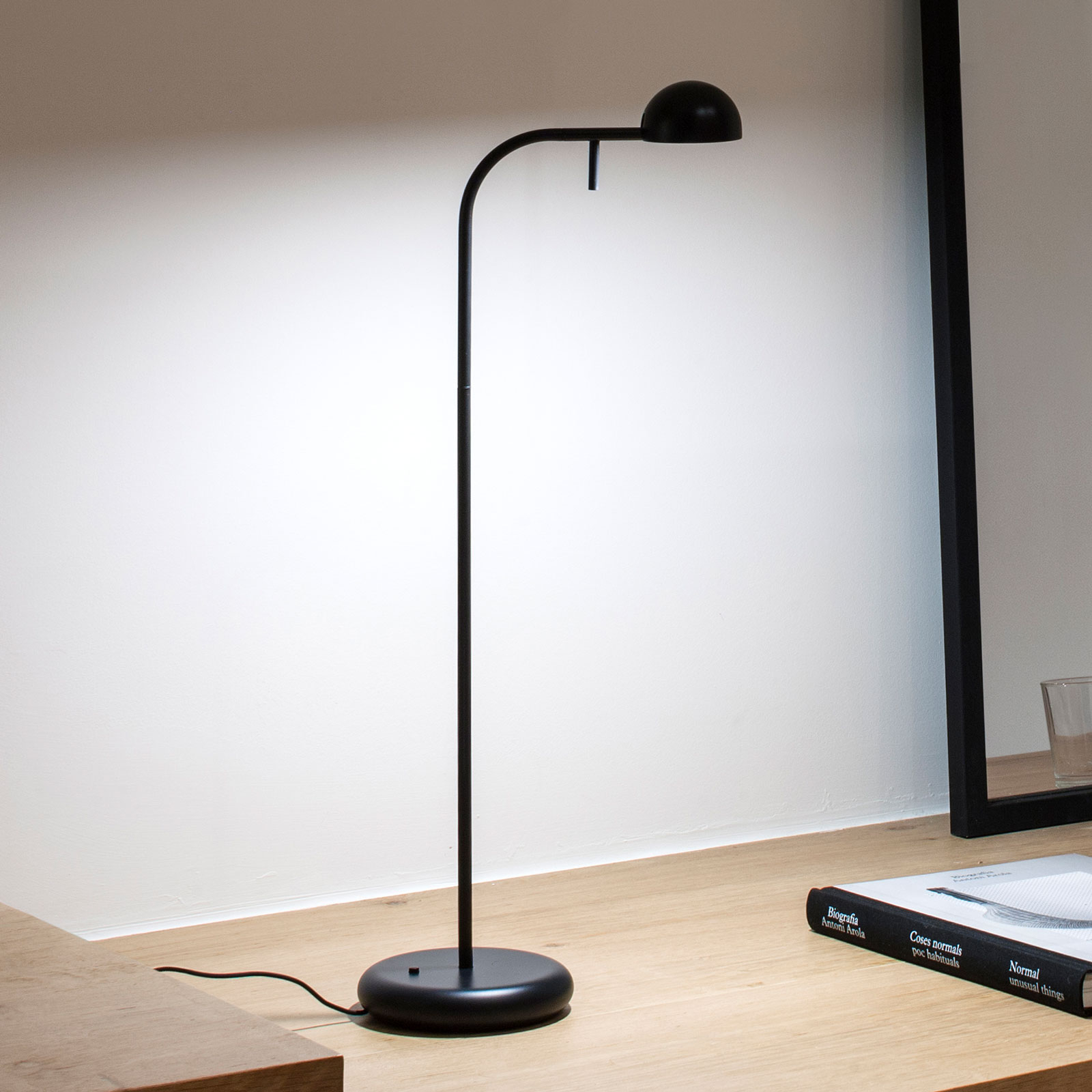 Vibia Pin 1650 LED tafellamp, lengte 23cm, zwart