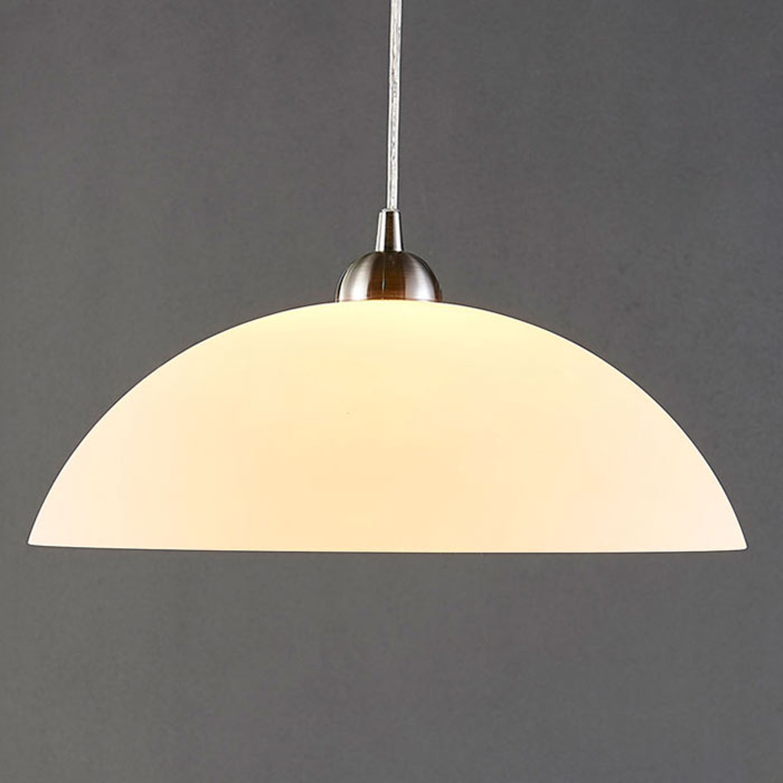 Ronde glazen hanglamp Valeria voor in de keuken