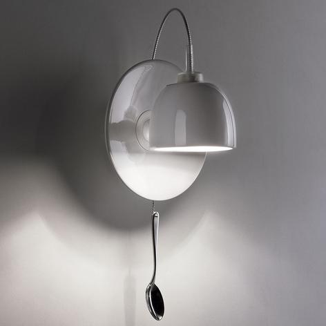 Væglampen Light au Lait designet i kopform