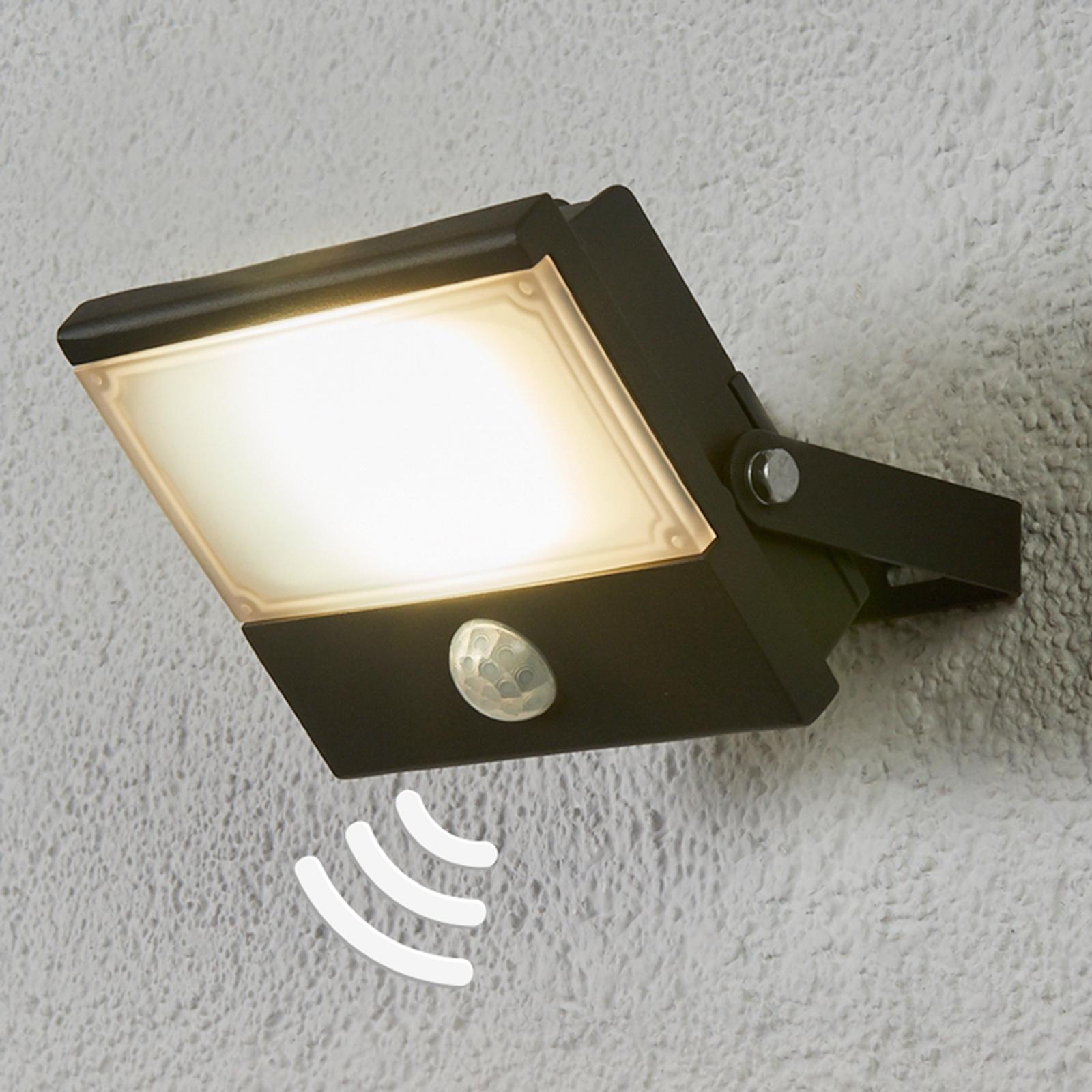 Auron - funktionel udendørs LED-spot med sensor