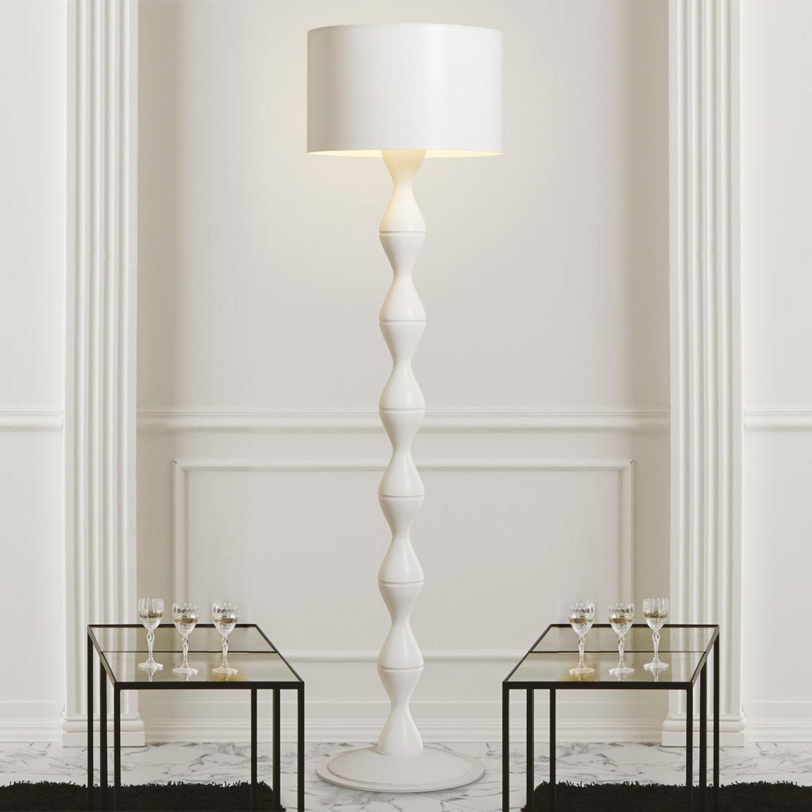Biała designerska lampa stojąca Sara