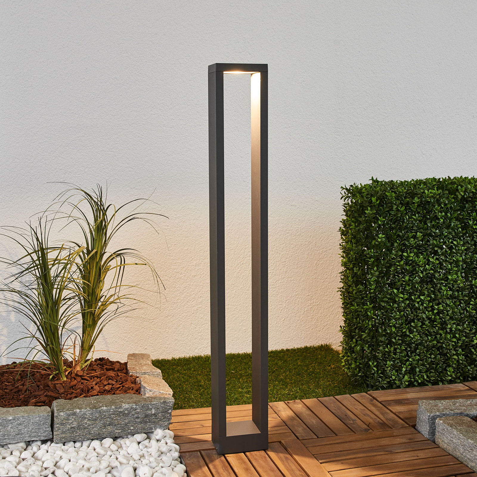 Jupp, kanciasty słupek oświetleniowy LED, 90cm