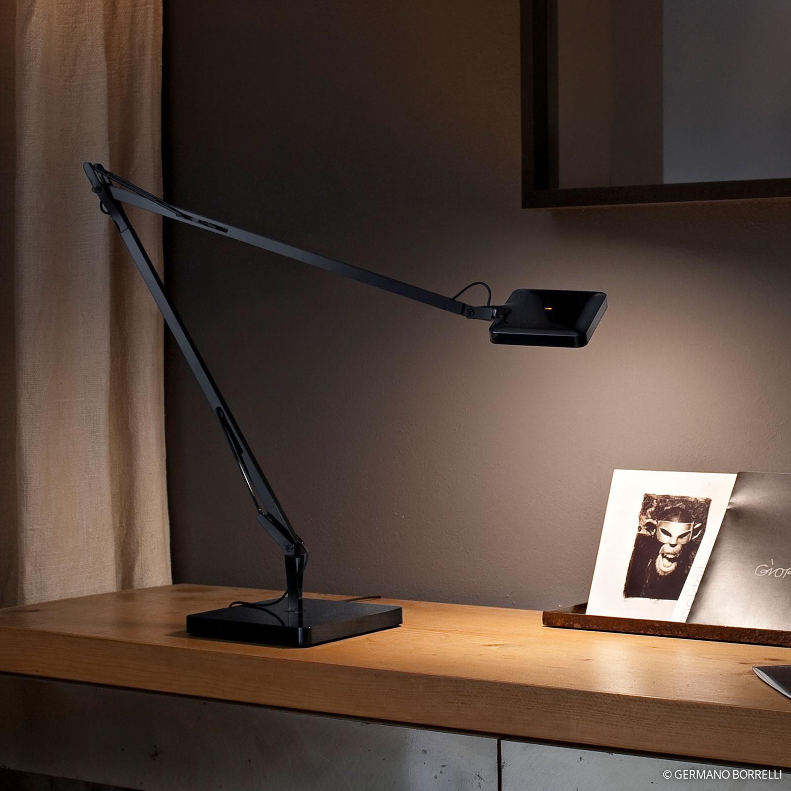FLOS Kelvin - LED stolní lampa v černé barvě