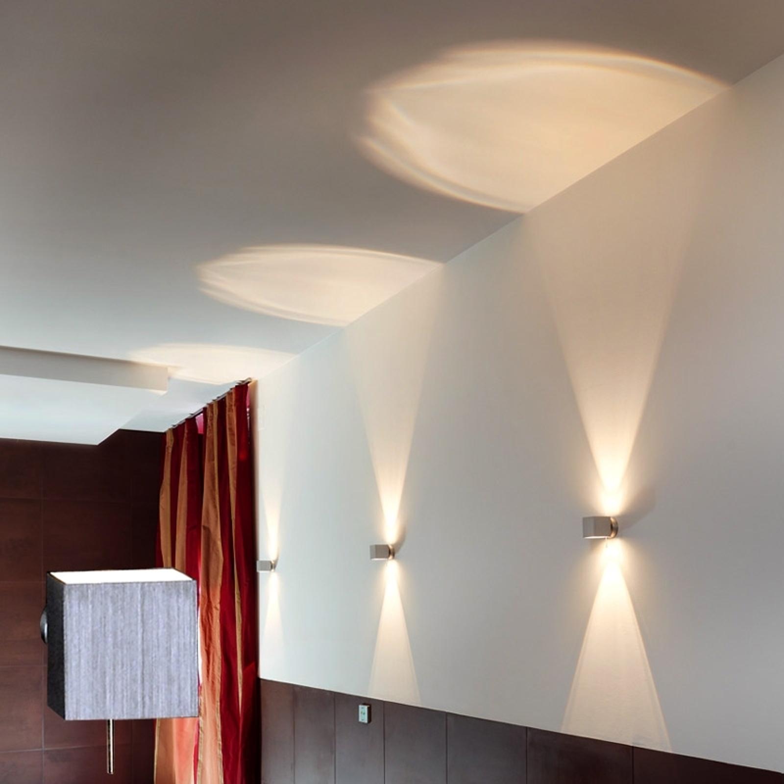 Obrotowa lampa ścienna LELY