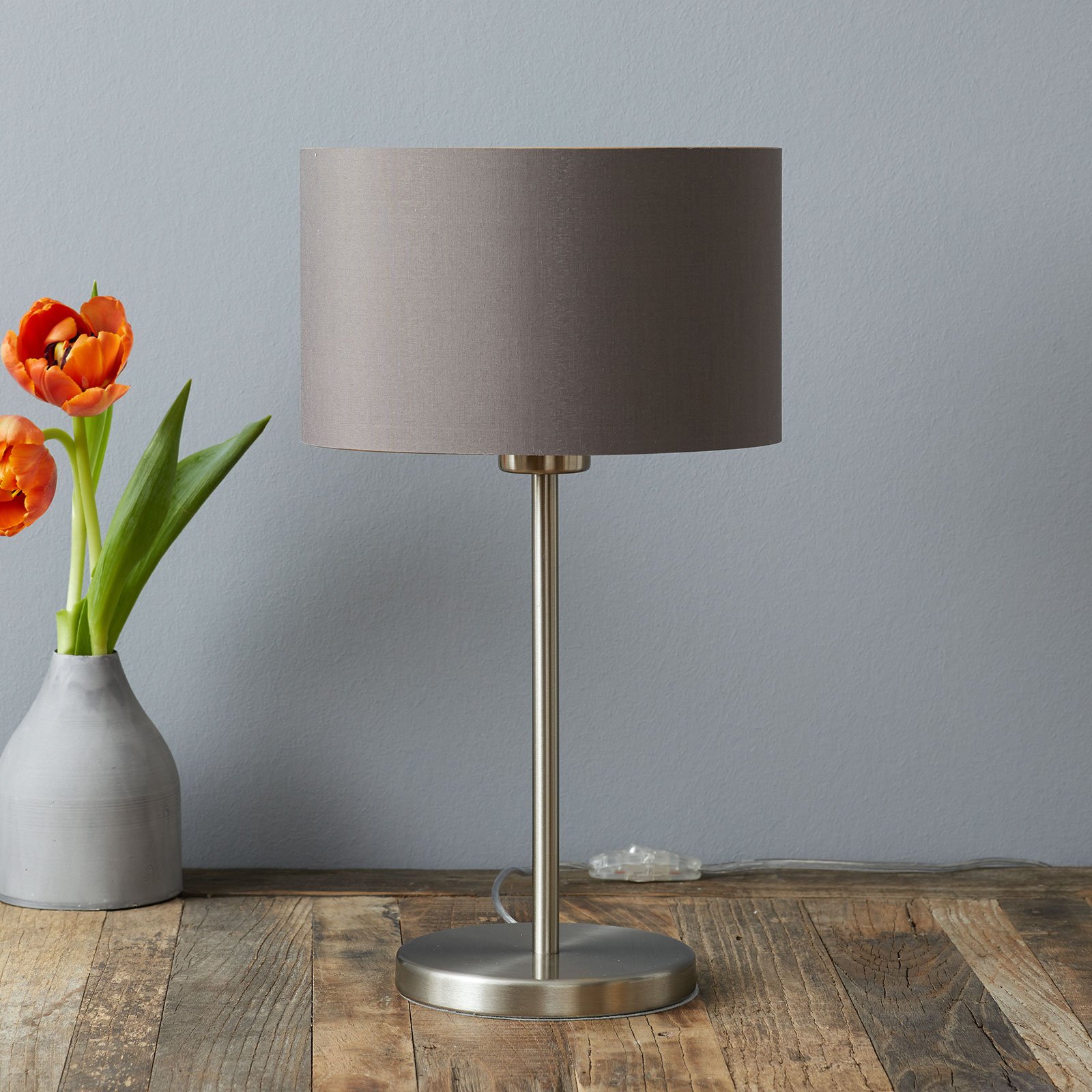 Elegante lampada da tavolo Carpi schermo di stoffa