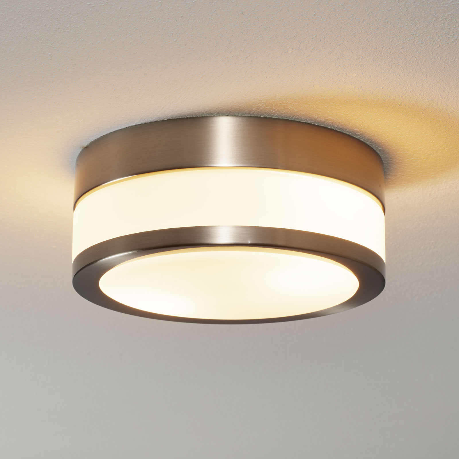 Lindby Flavi Bad-Deckenlampe, Ø 23 cm, nickel