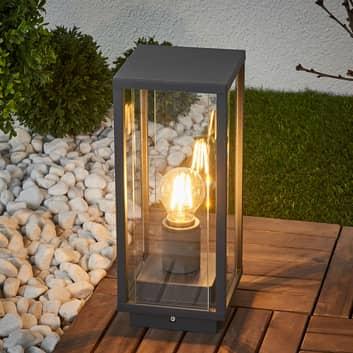 Annalea – lampa cokołowa o kanciastych kształtach