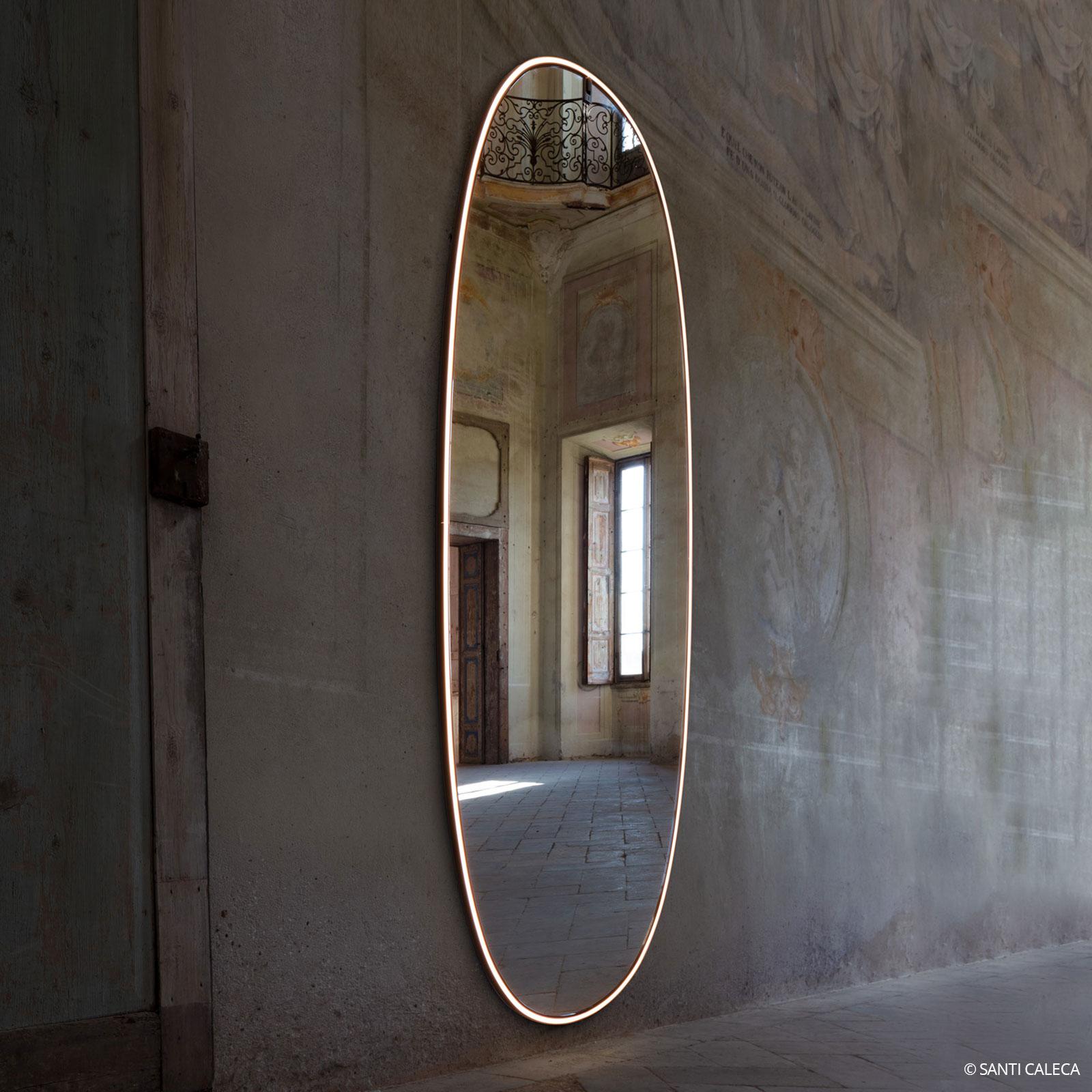 Flos La Plus Belle espejo de pared LED, aluminio