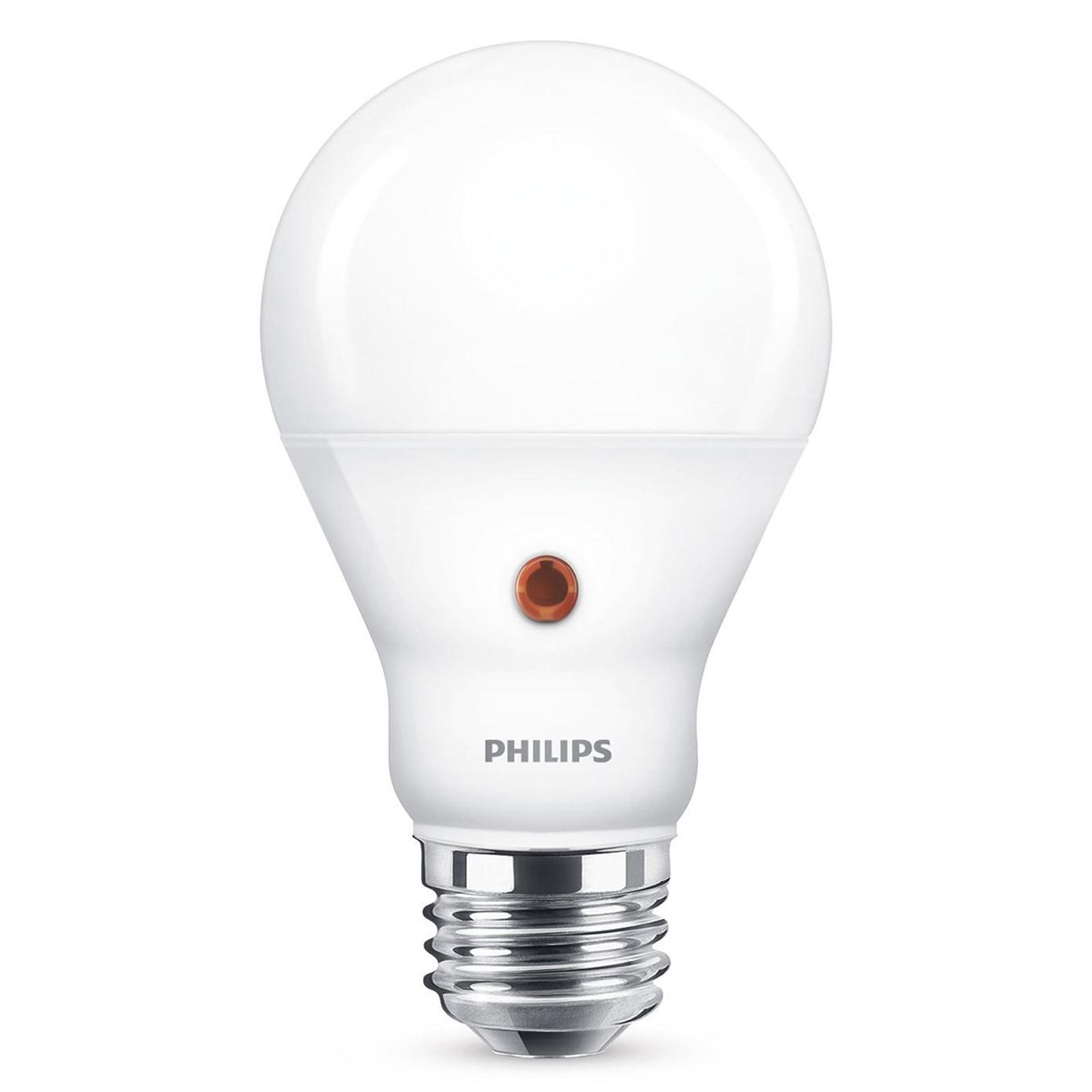 Philips E27 LED-pære dag/natt-sensor 7,5 W 2700K