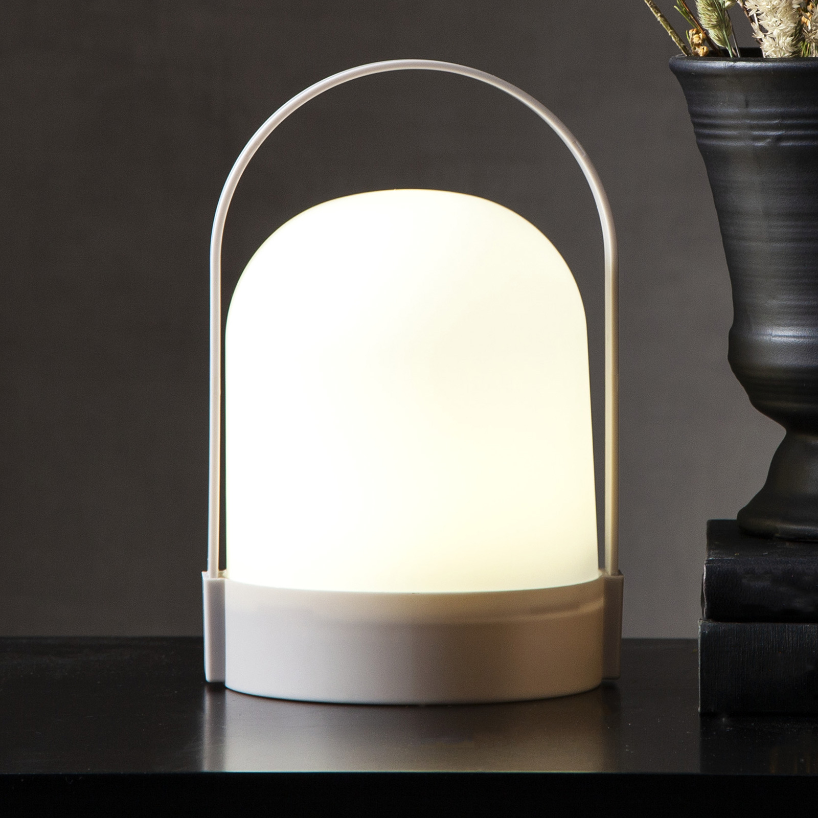 Lette-LED-pöytävalo ajastimella, paristokäyttöinen