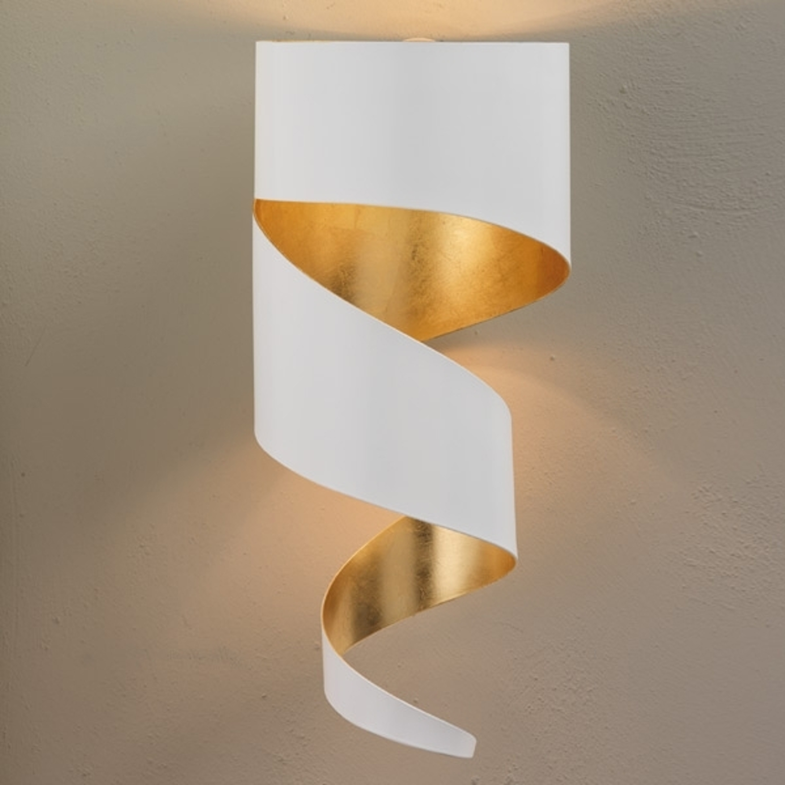 Remi attraktiv vegglampe, hvit-gull