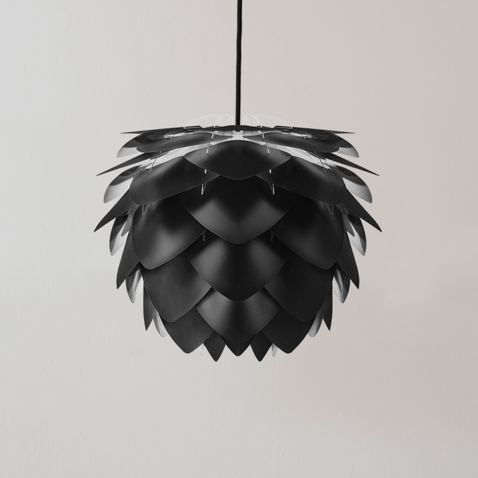 UMAGE Silvia Mini lampa wisząca, czarna, Ø 32 cm