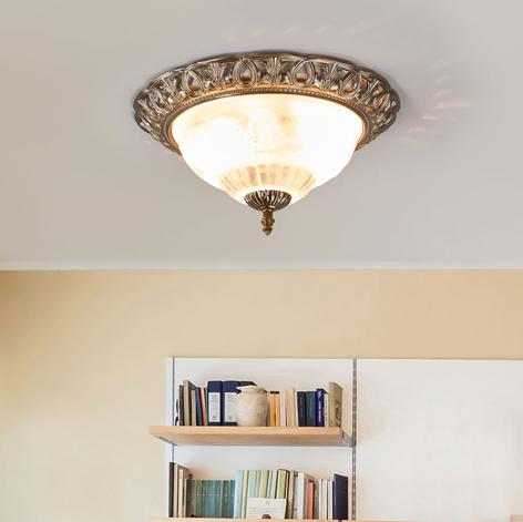 Opphøyet taklampe TERESA med pyntekant.