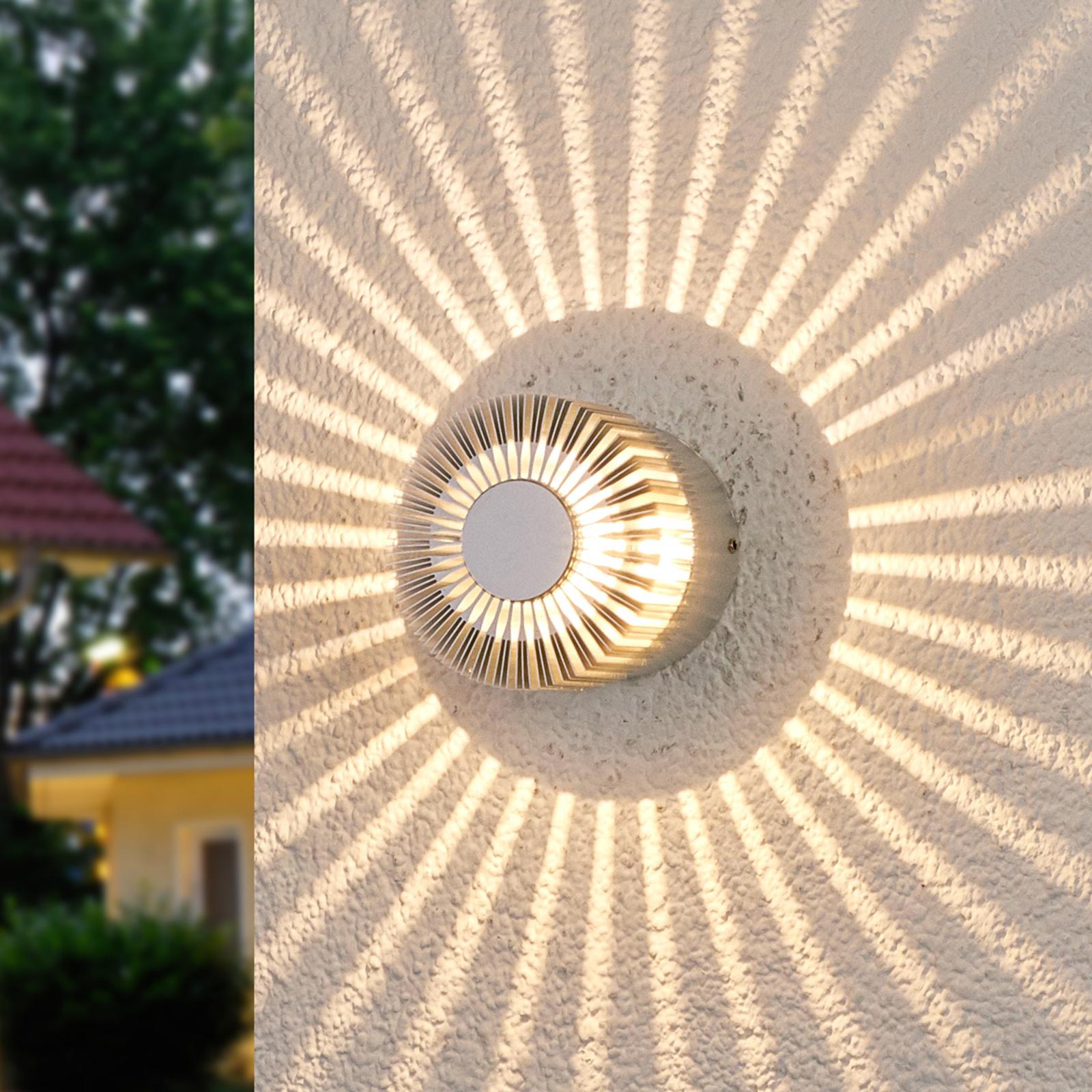Aluminiumsgrå utevegglampe Lennias med LED-lys
