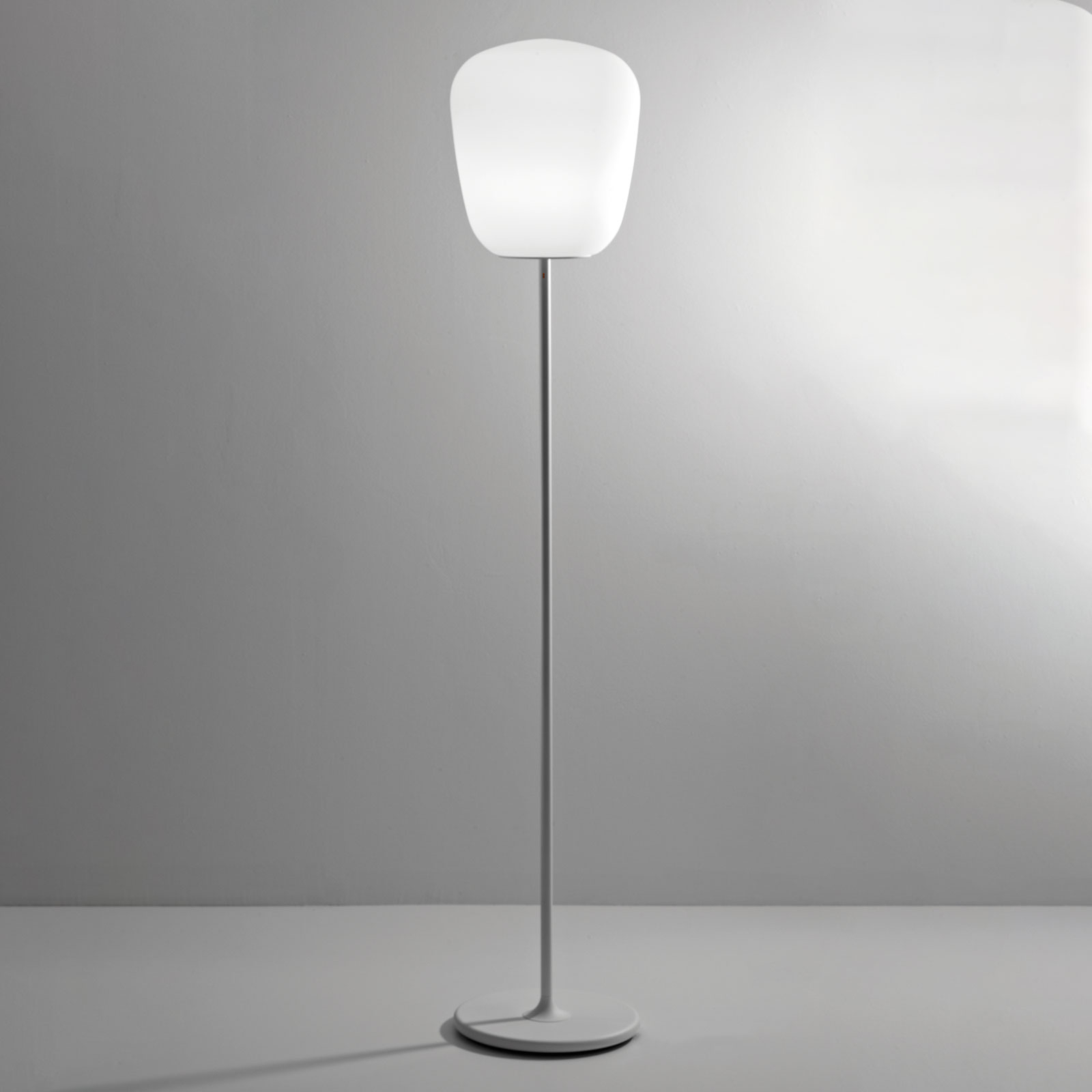 Fabbian Lumi Baka Glas-Stehleuchte, Ø 33 cm