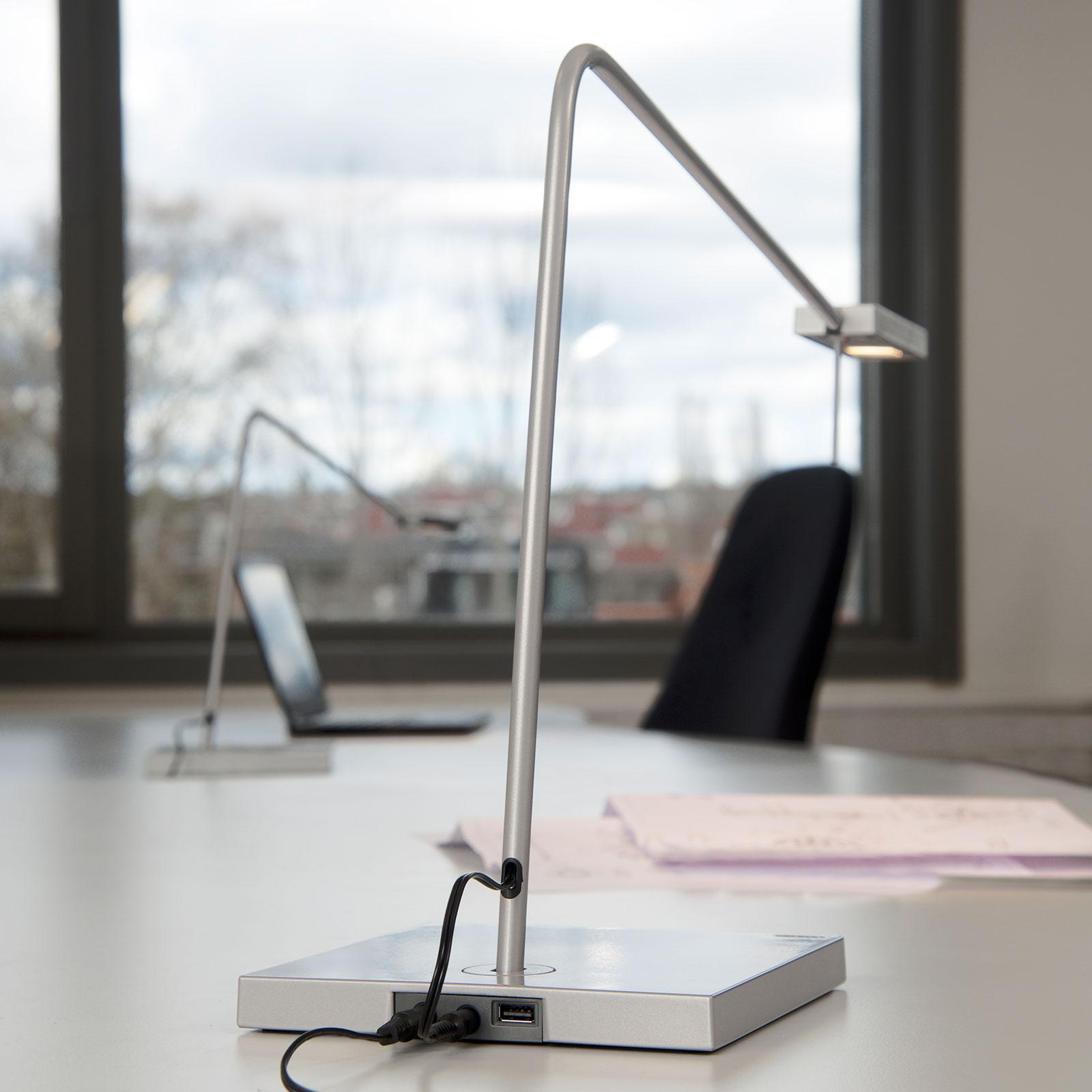 LED-Schreibtischlampe Ninety mit Fuß in Silbergrau