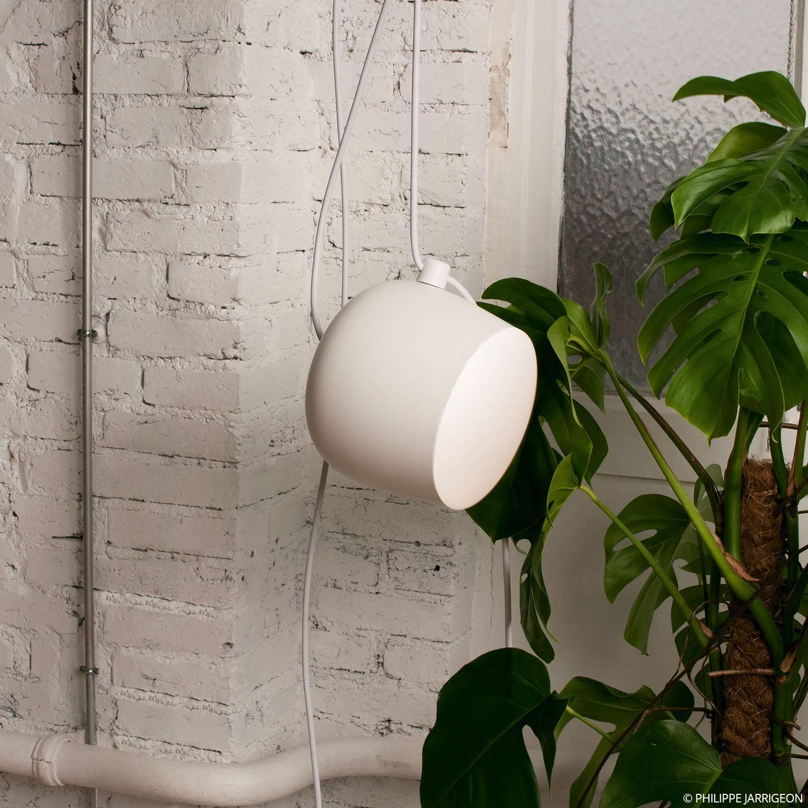 FLOS Aim LED-Pendelleuchte mit Stecker, weiß