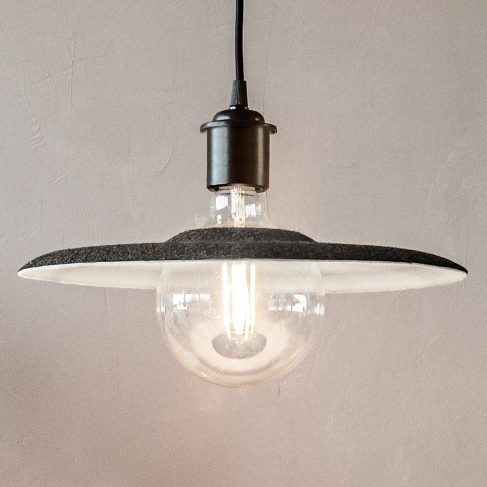 UMAGE Shade lampa wisząca czarna, filcowy klosz