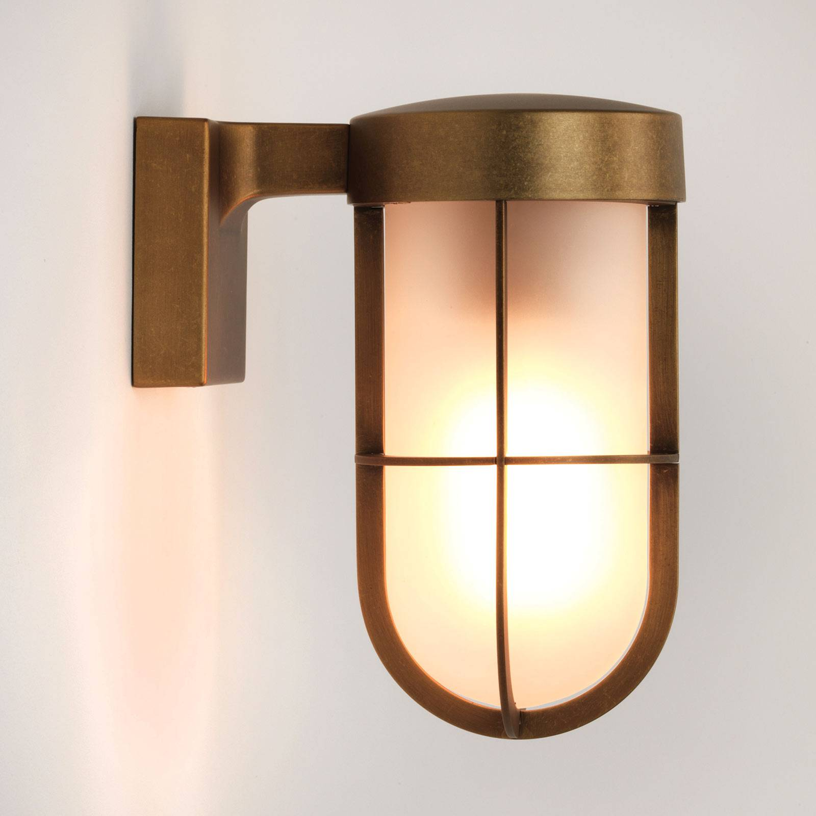 Astro Cabin Wall wandlamp, messing antiek frosted