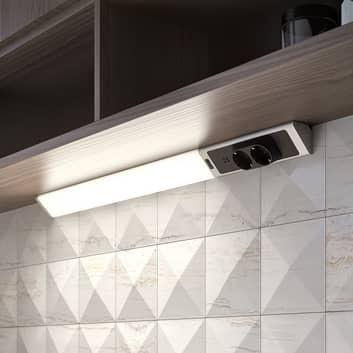 Lindby Brida lámpara LED bajo mueble con enchufes