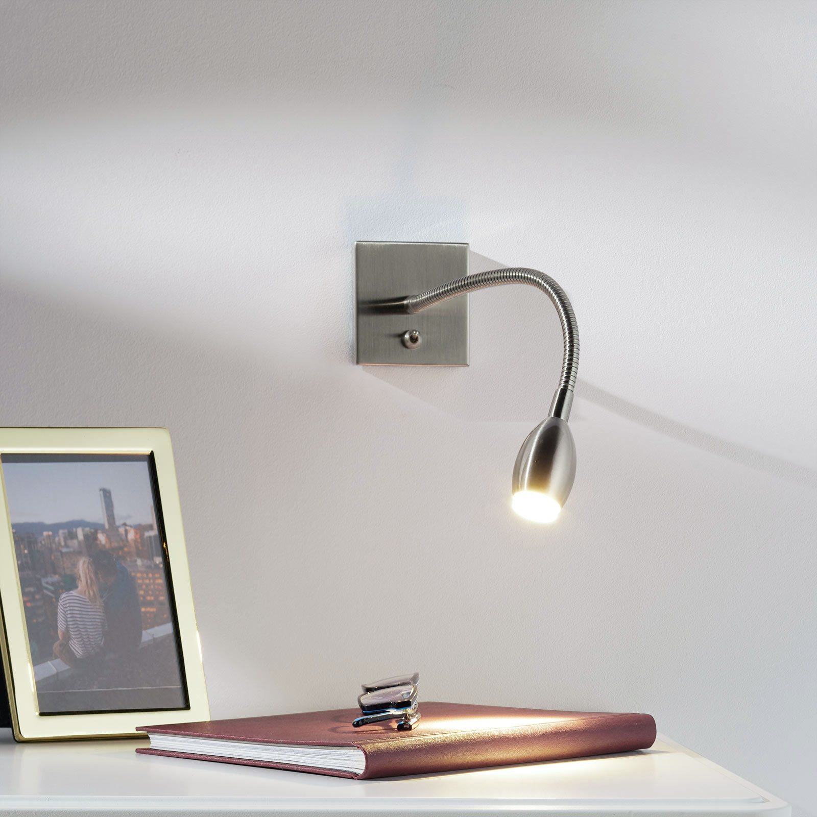 Led-wandlamp PILAR met flexibele arm, nikkel