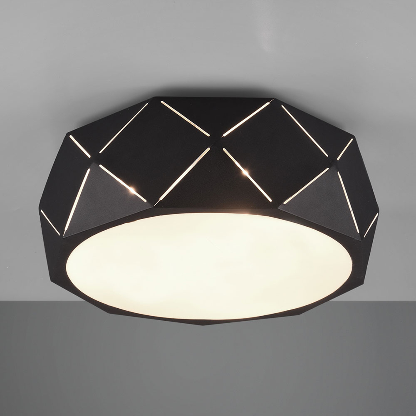 Plafondlamp Zandor met zwarte kap