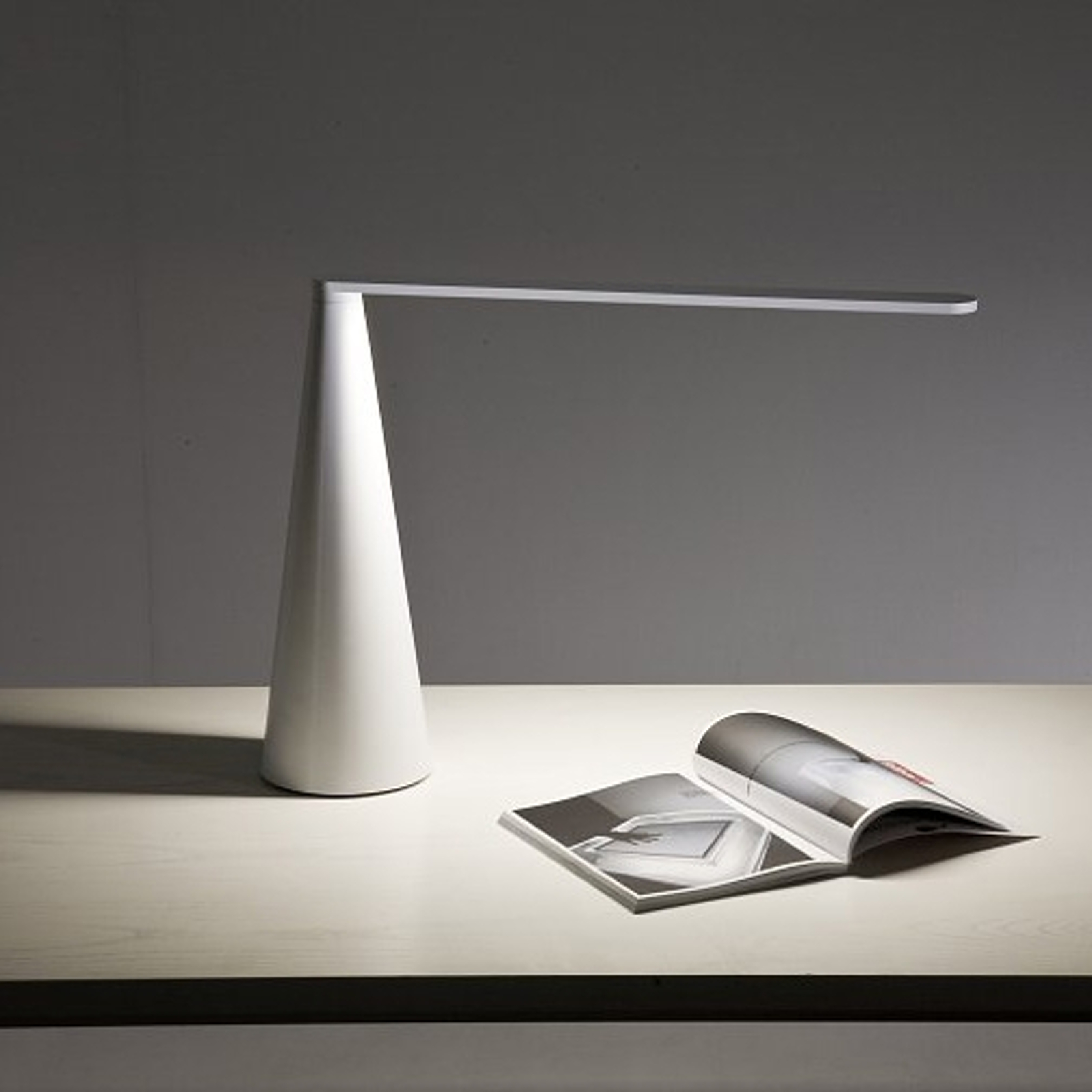 Lampe à poser LED innovante ELICA 38 cm