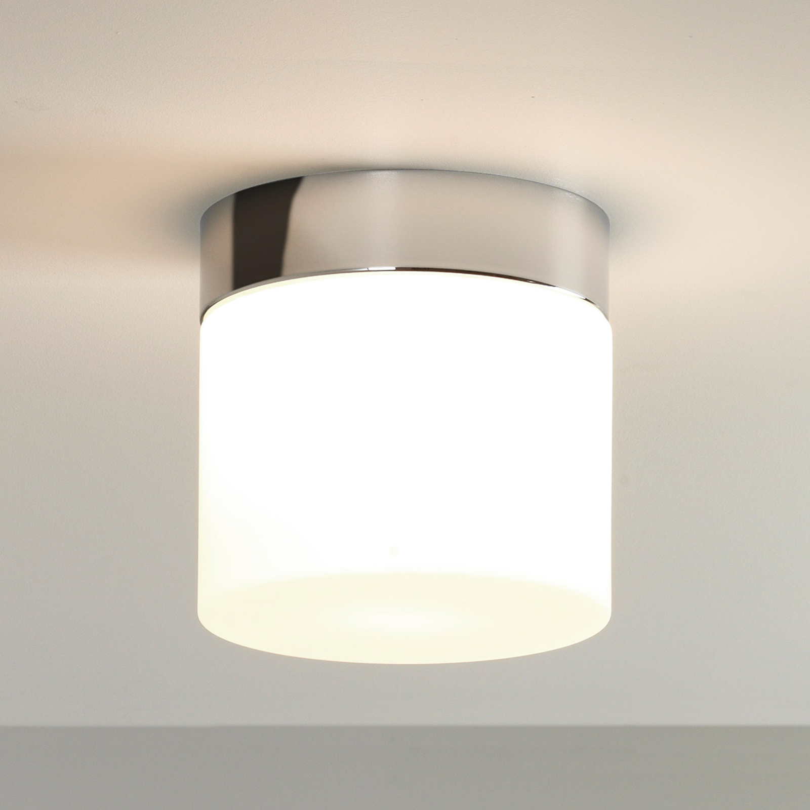 Jasno świecąca lampa sufitowa SABINA