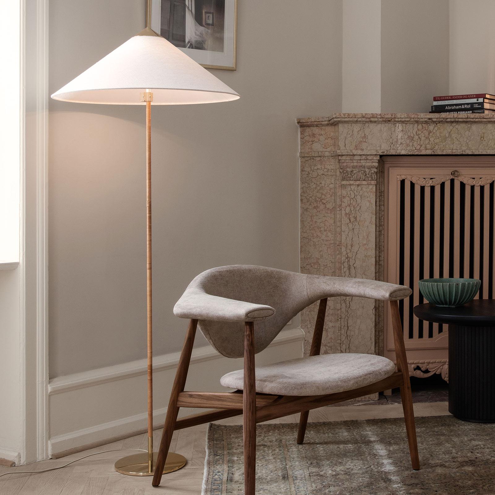 GUBI 9602 lámpara de pie, latón, con tulipa canvas