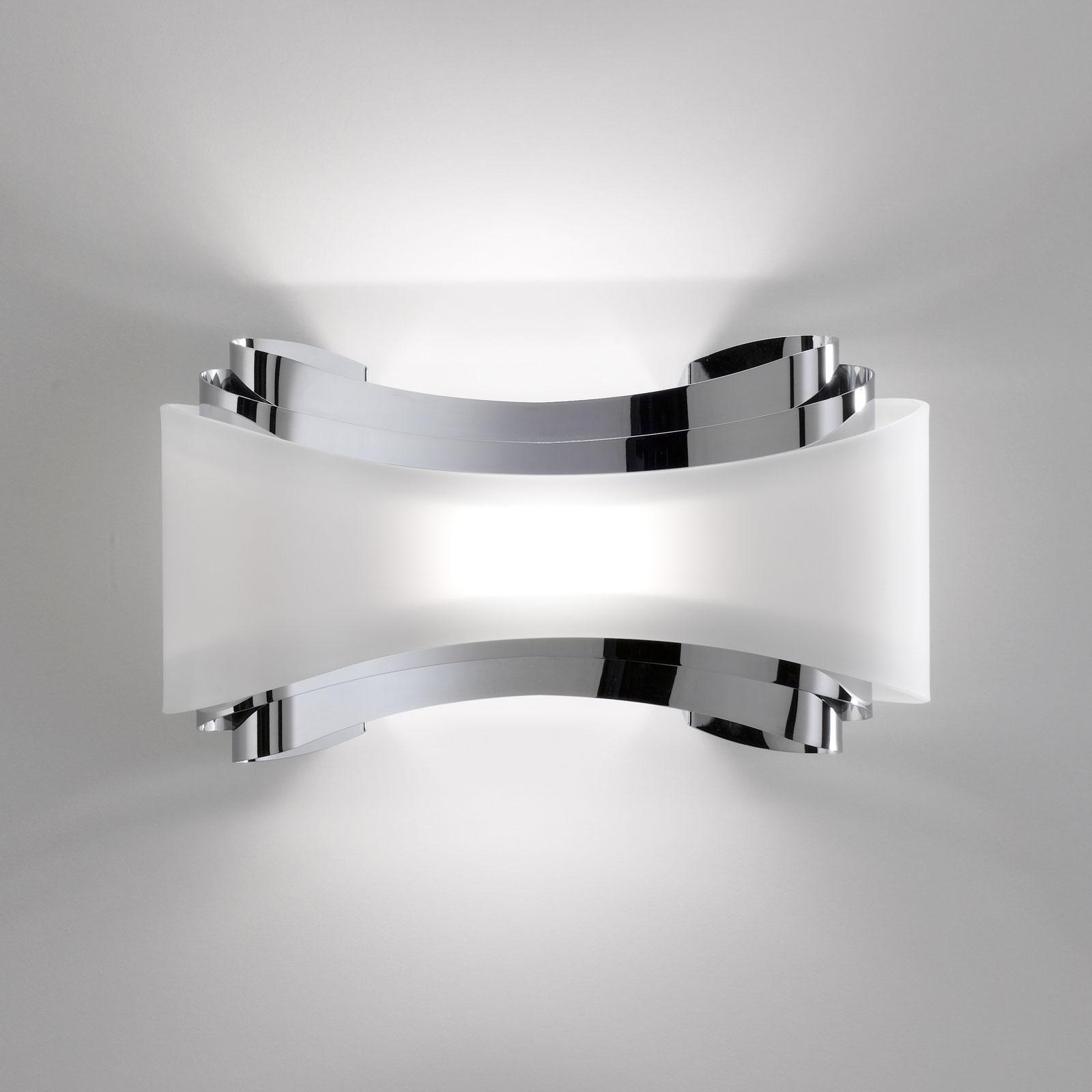 LED-vegglampe Ionica med glassblende, krom