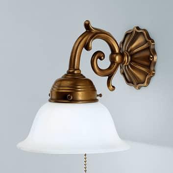 Væglampen EDGAR af messing og med træklinekontakt