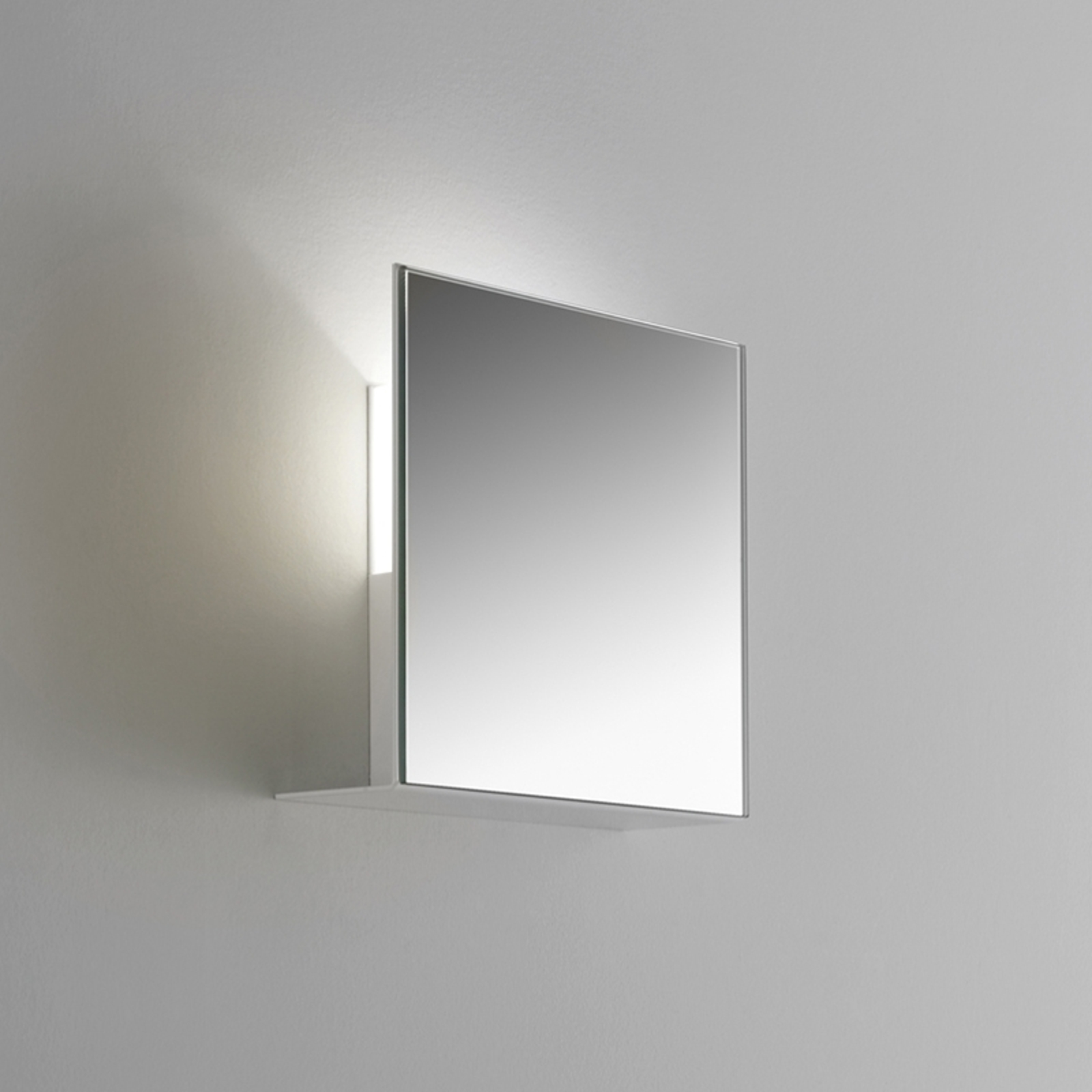 Aantrekkelijke wandlamp CORRUBEDO, spiegelend