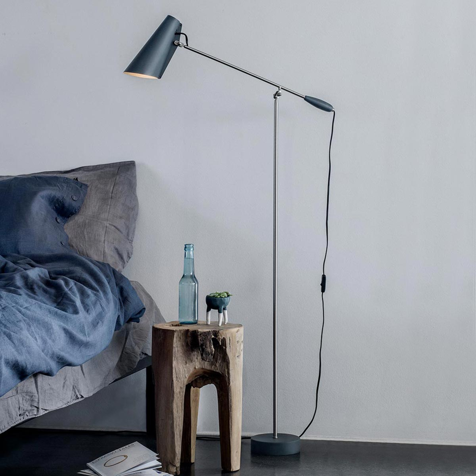 Northern Birdy – grå retro-golvlampa
