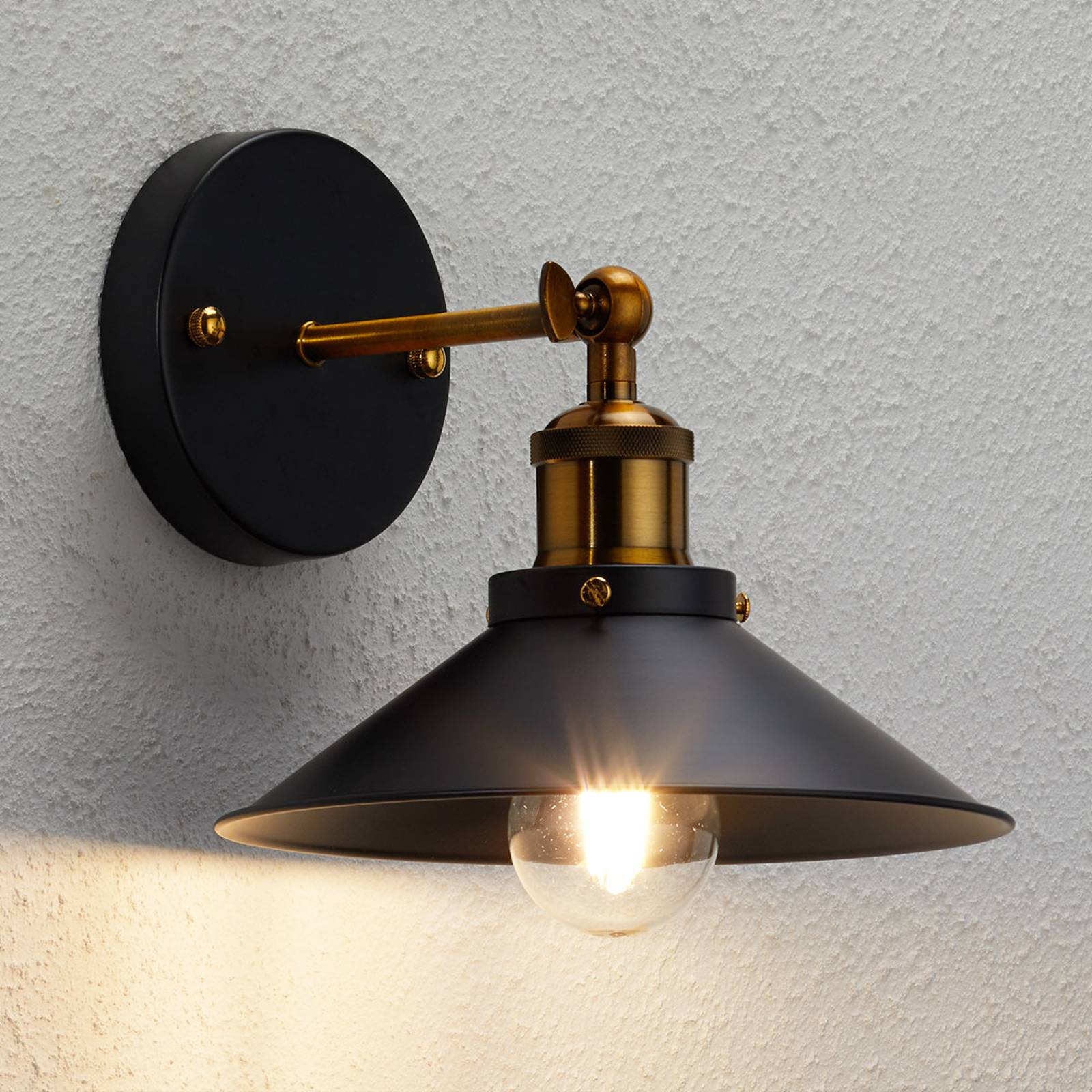 Wandlamp Viktor in industrieel ontwerp