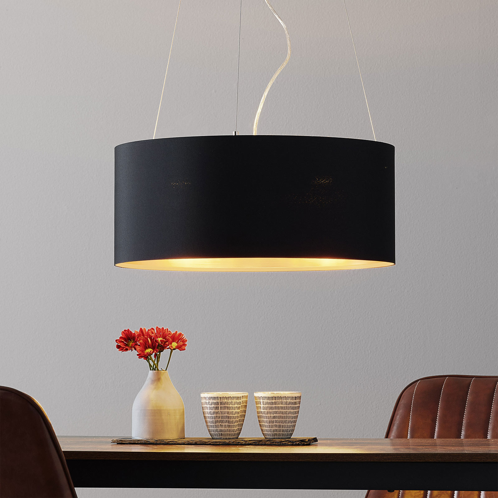 Lecio – czarno-złota lampa wisząca z tkaniny