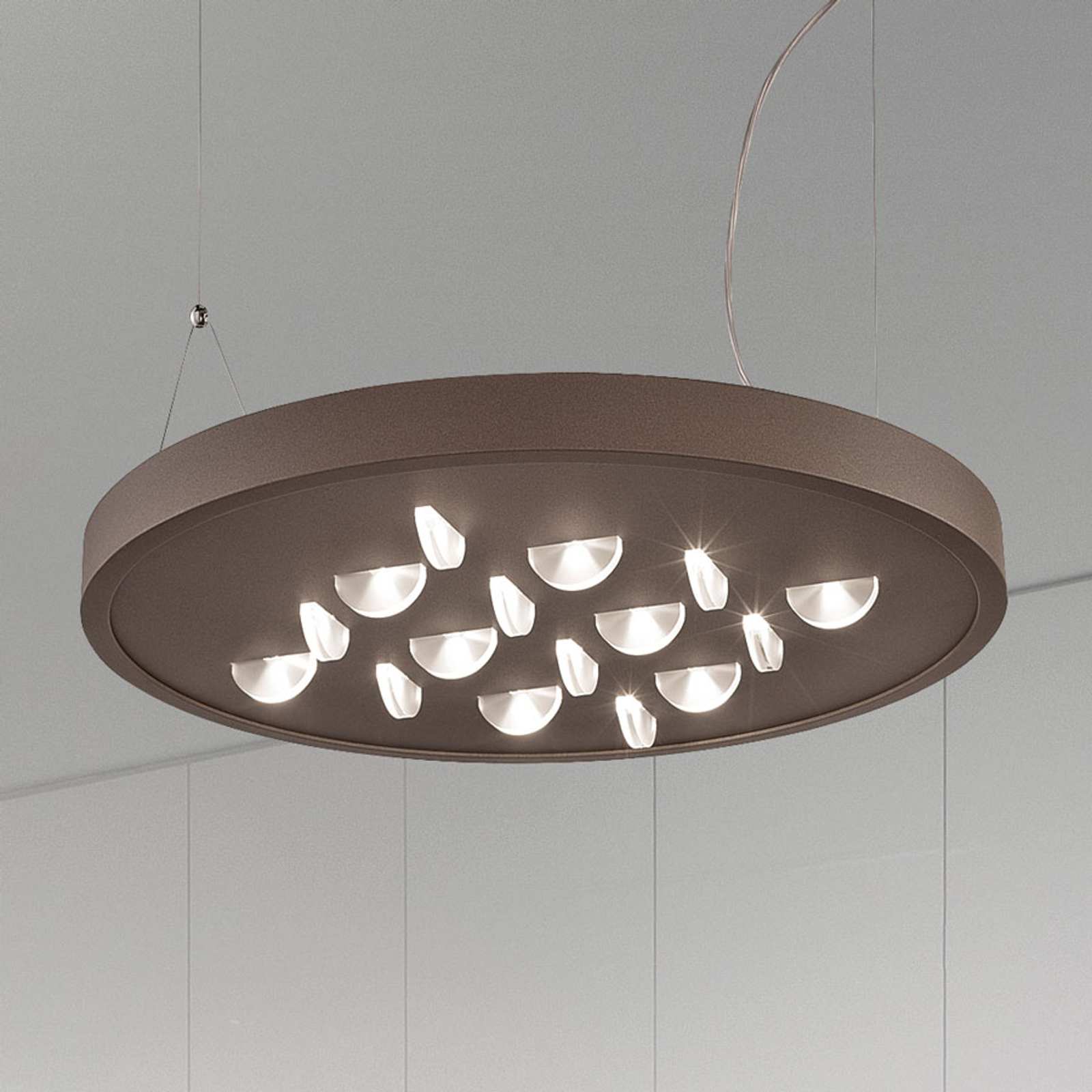 Élégante suspension LED Luno en brun rouille