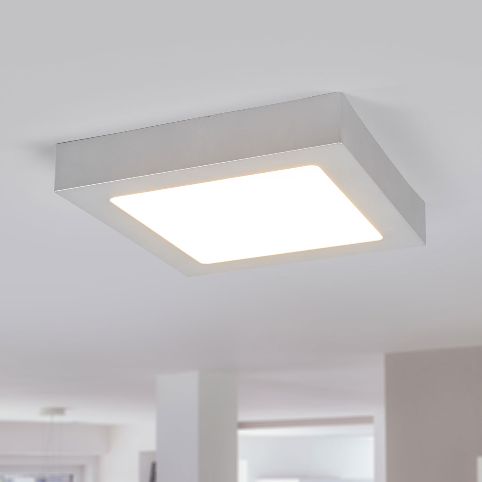 Marlo LED-loftlampe sølv 3000K kantet 23,1cm