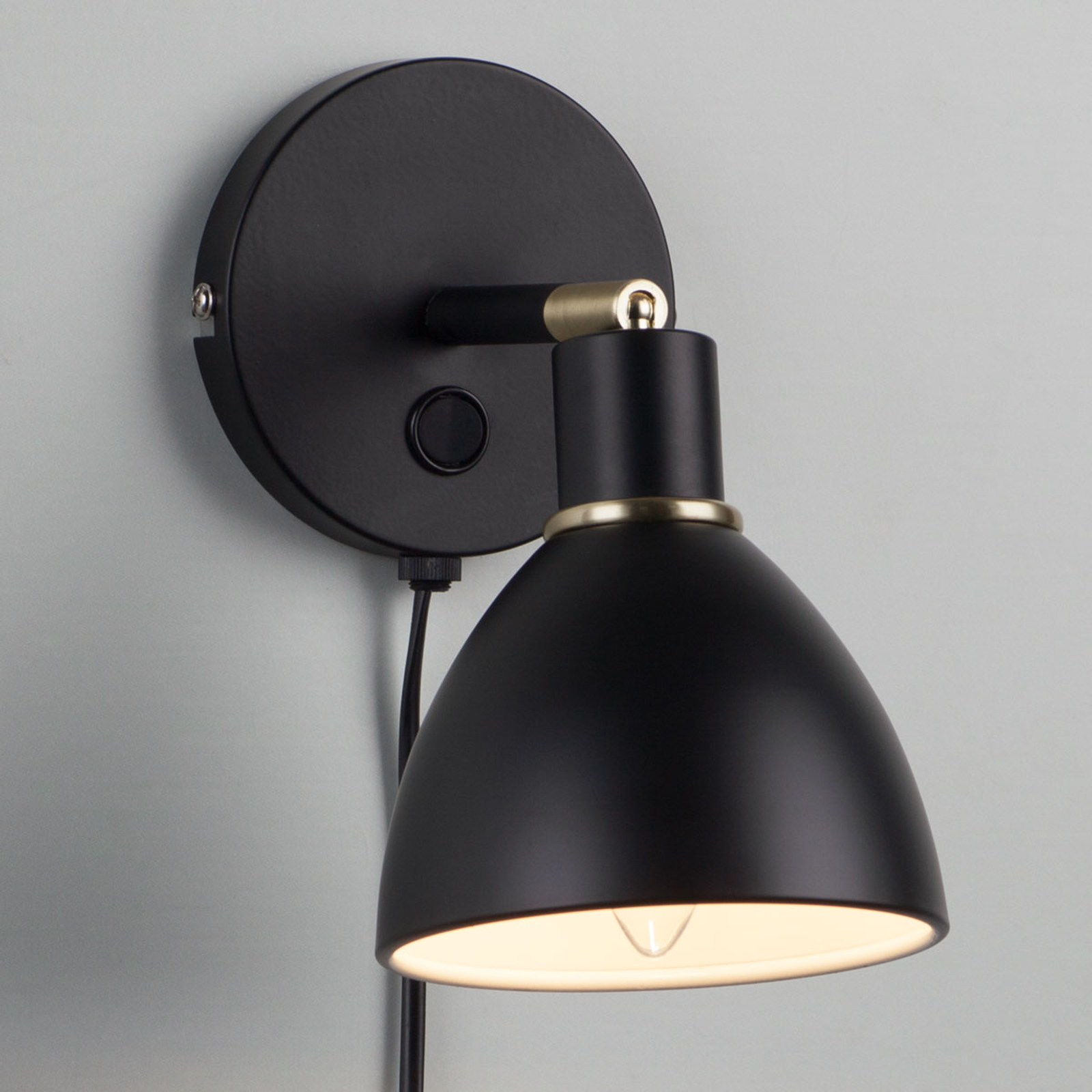 lampada nera da parete Ray con lume orientabile