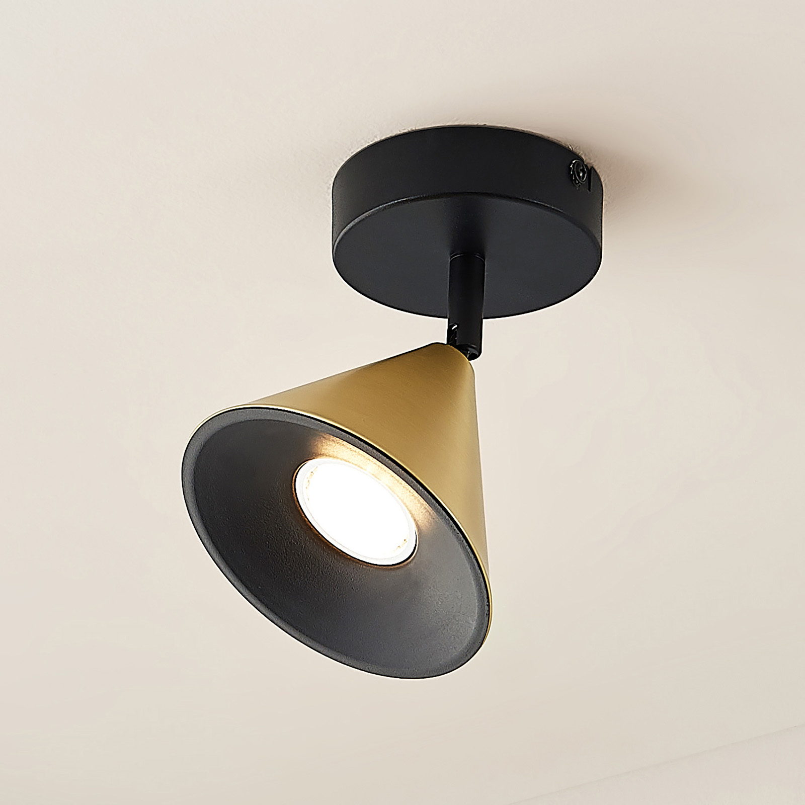 Lucande Kartio taklampe, 1 lys, dreibar, messing