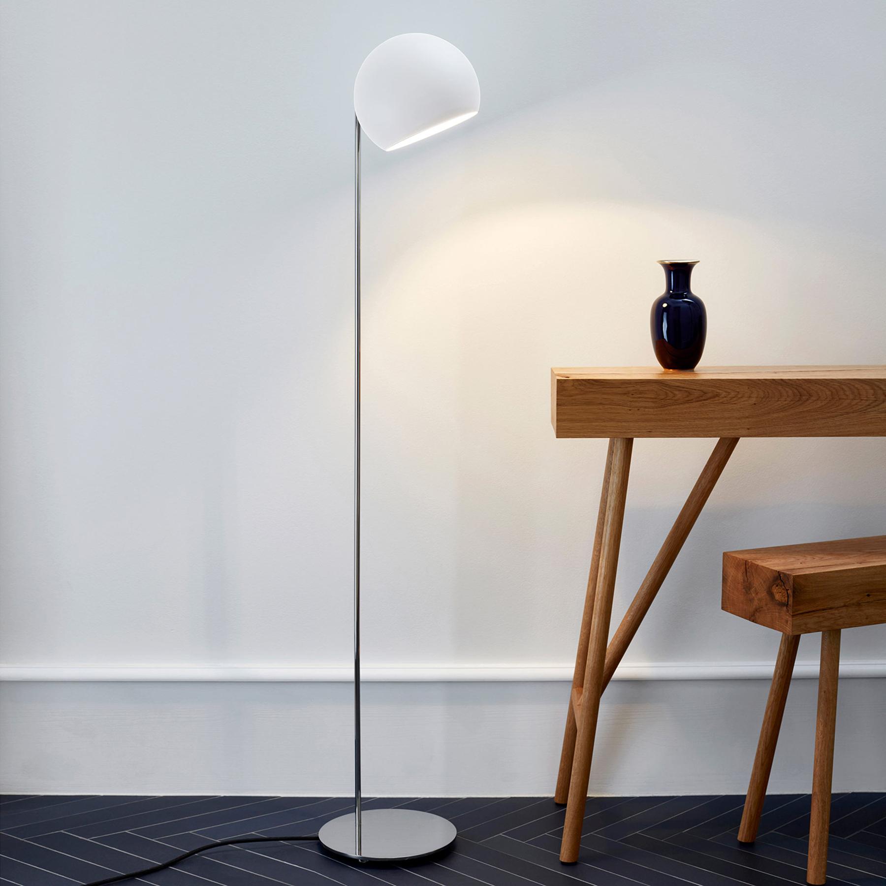 Nyta Tilt Globe Floor lampadaire acier inox blanc