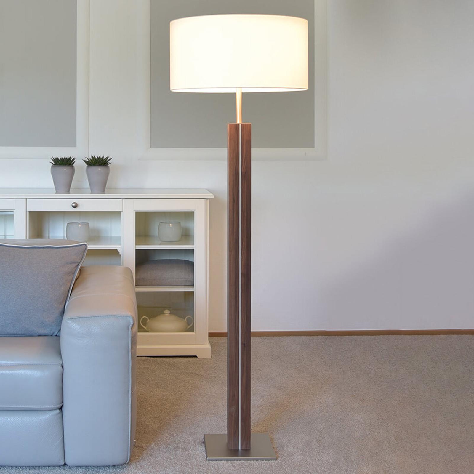 Lampa stojąca Dana, drewno orzechowe, biały klosz