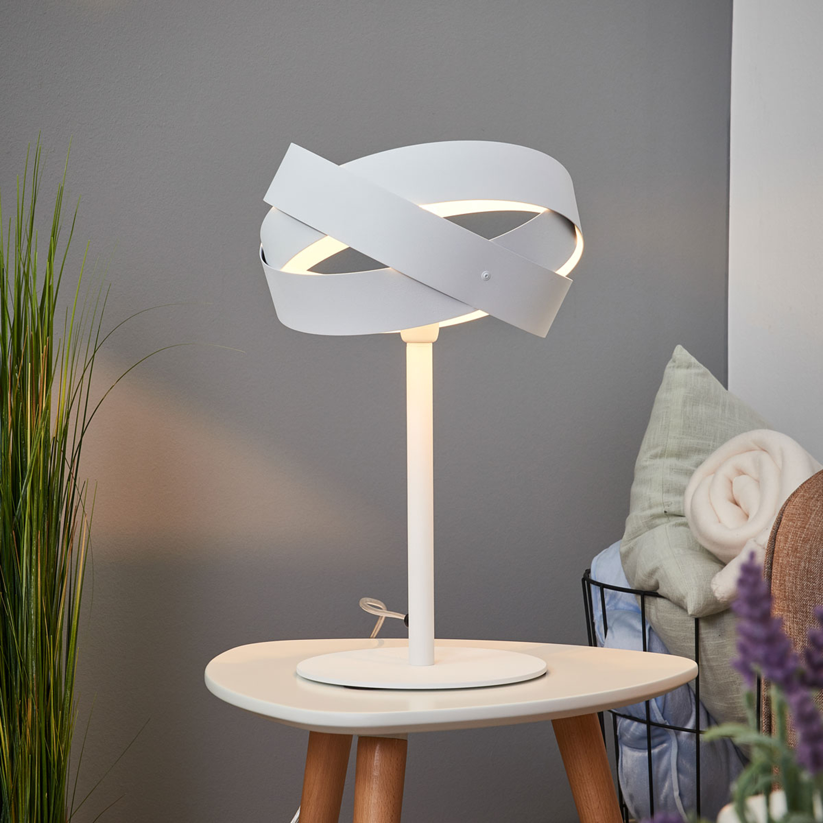 Tornado - attraktiv bordlampe