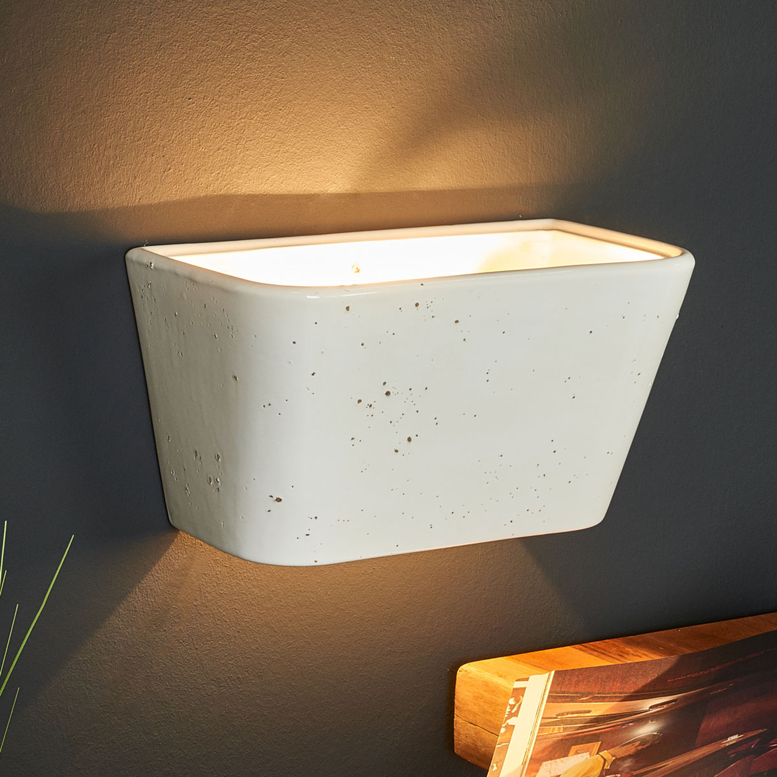 Prostokątna lampa ścienna PATRICIA z ceramiki