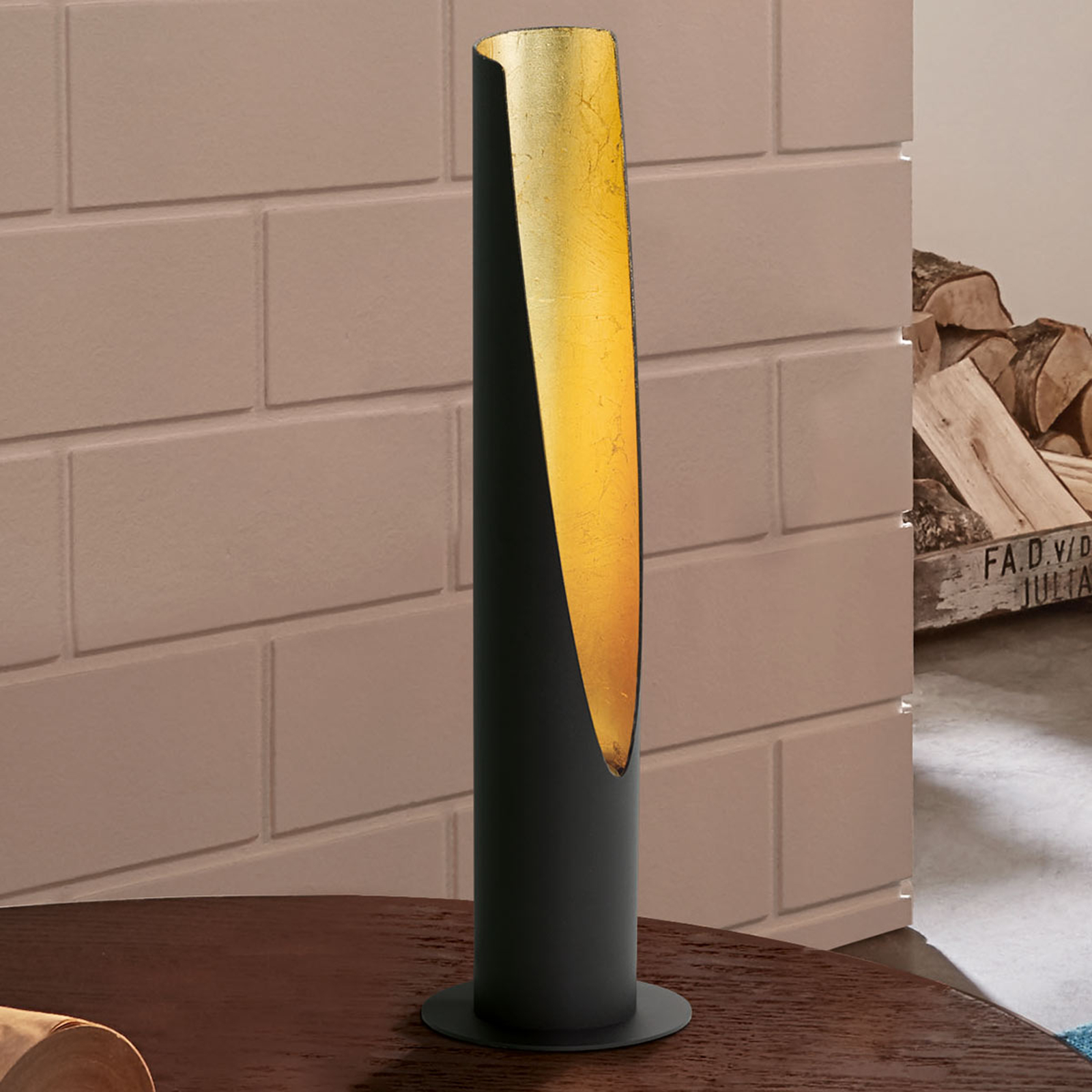 LED-bordlampe Barbotto i svart og gull.