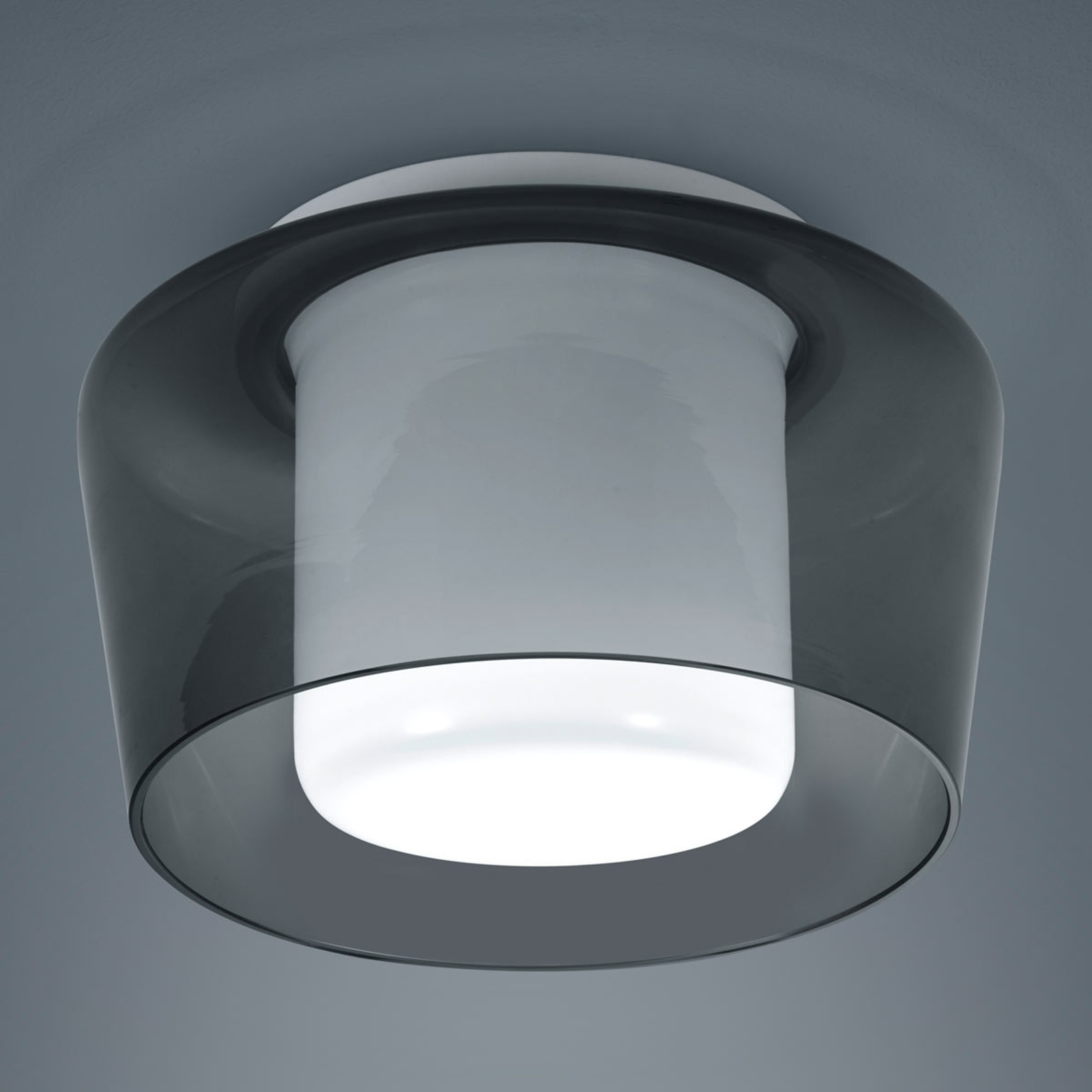 Helestra Canio – taklampe i glass, røykgrå