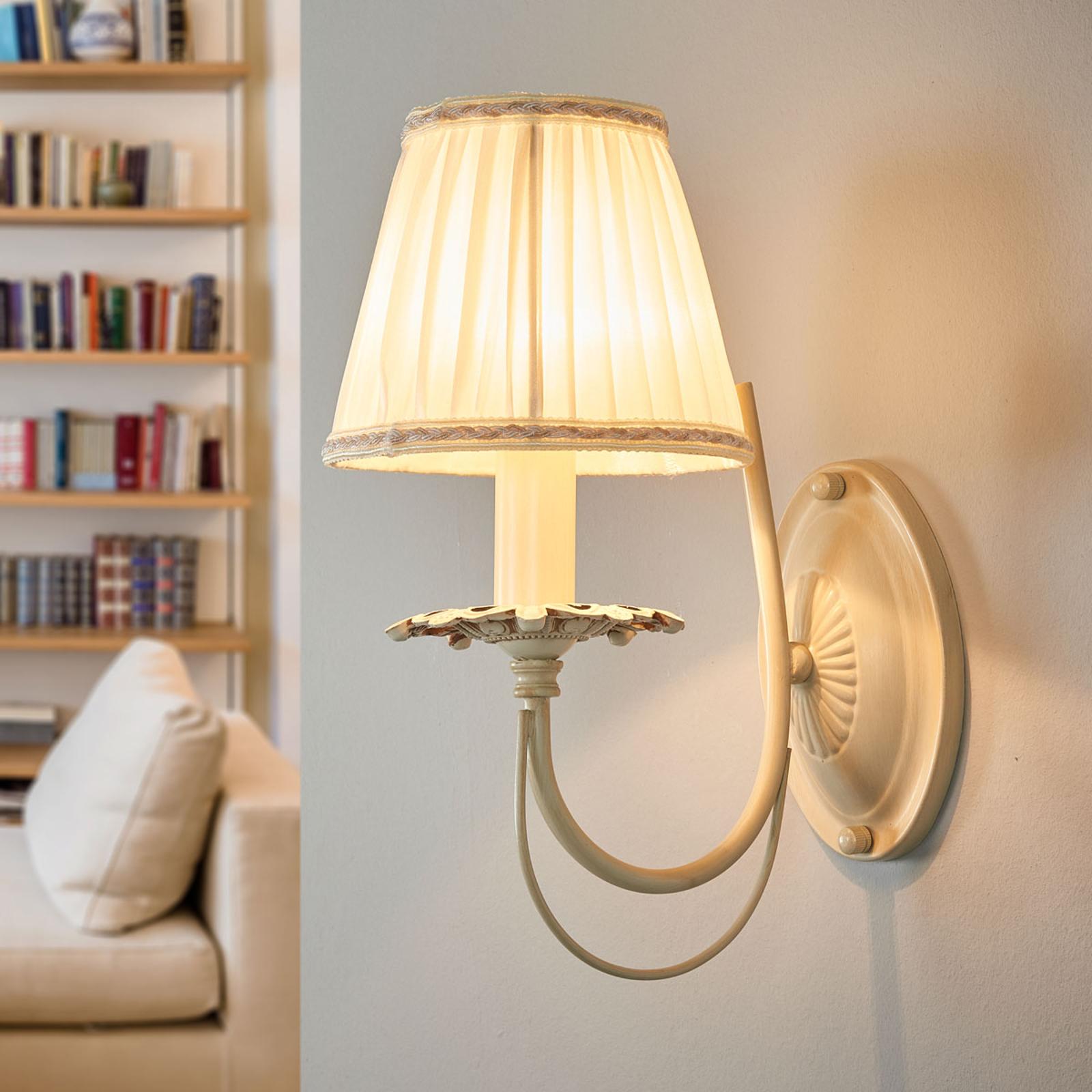 Elegante lampada da parete plissettata Olivia